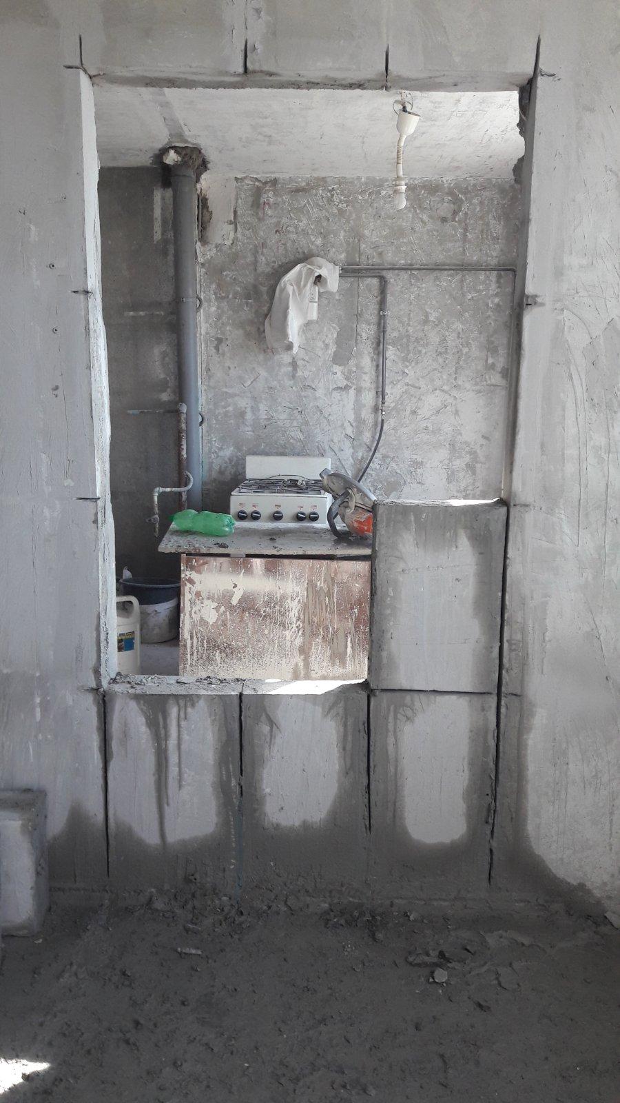 Фото Устройство дверного проема в бетонной стене толщиной 16 см.