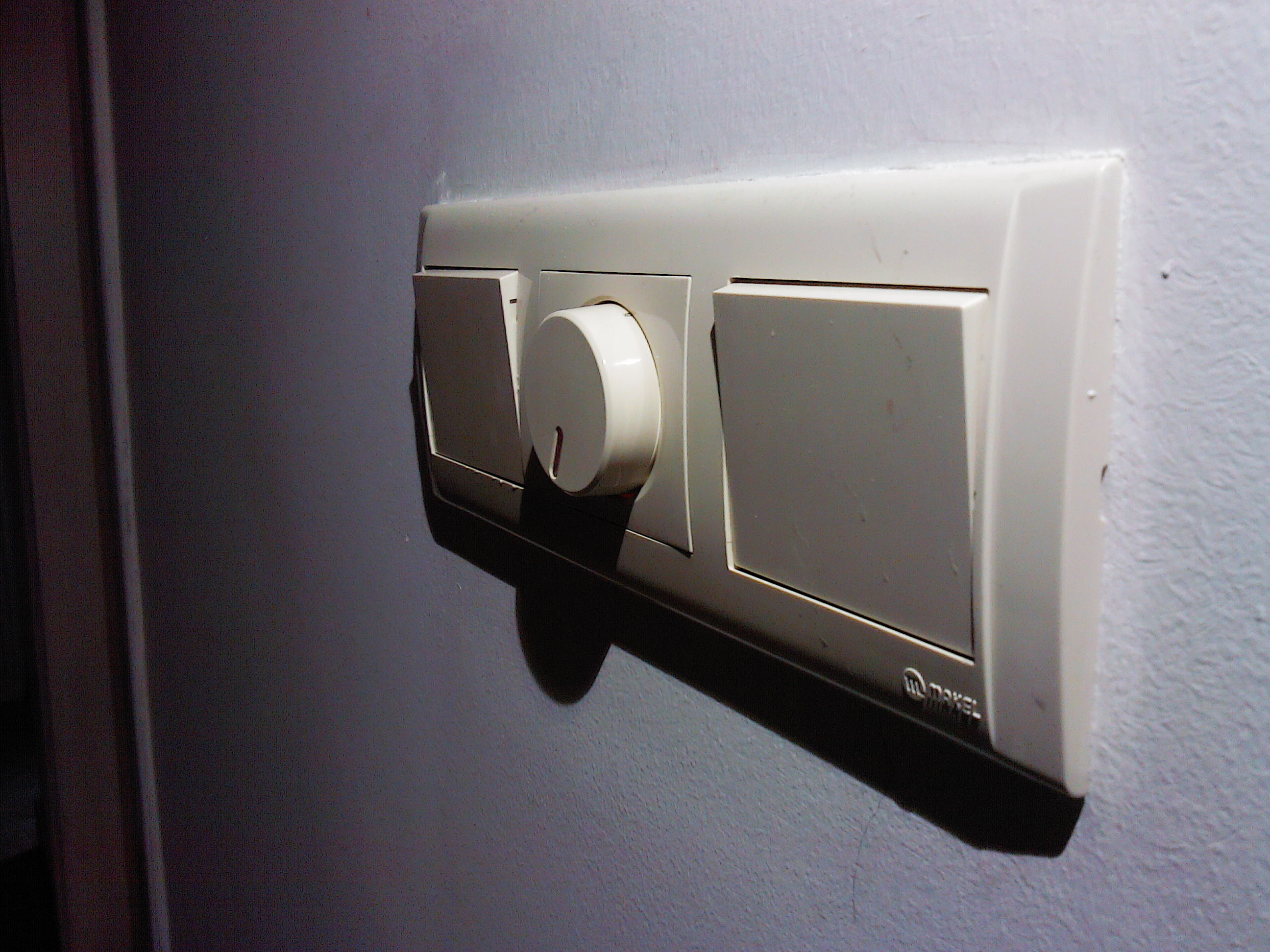 Фото Услуги электрика: замена и установка выключателей 4