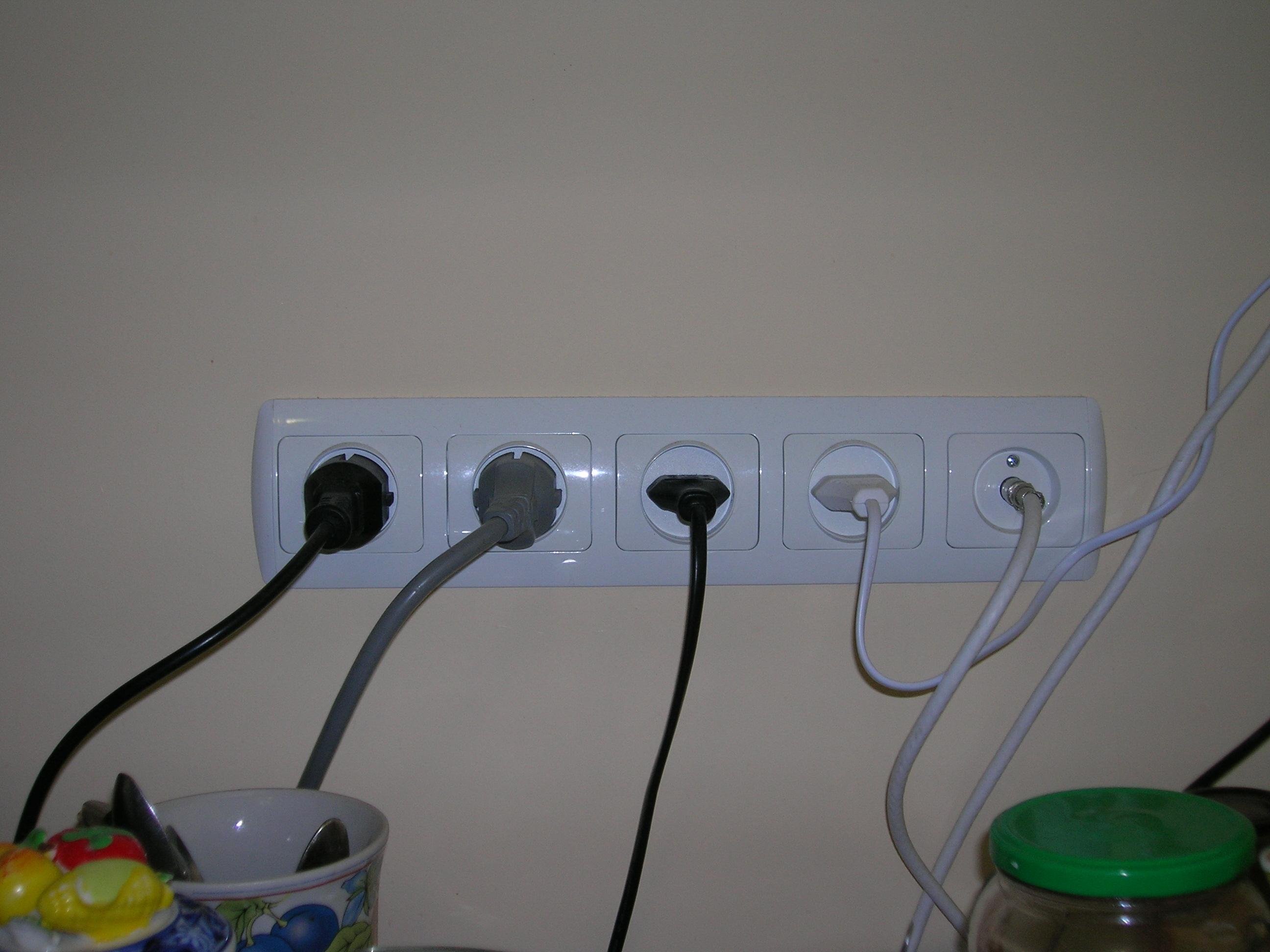 Фото Установка и подключение розеток и выключателей