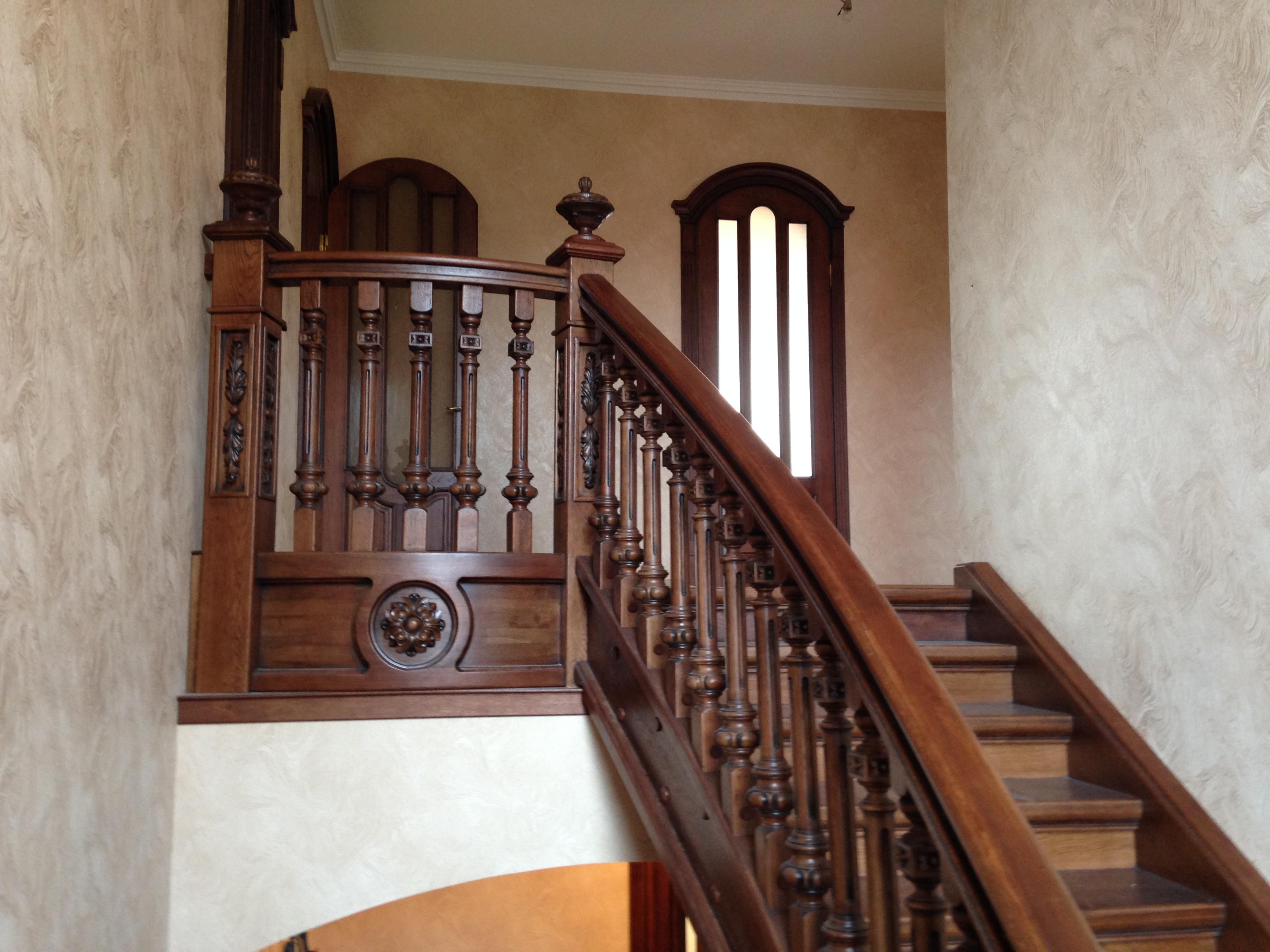 Фото Дубовая дизайнерская лестница.