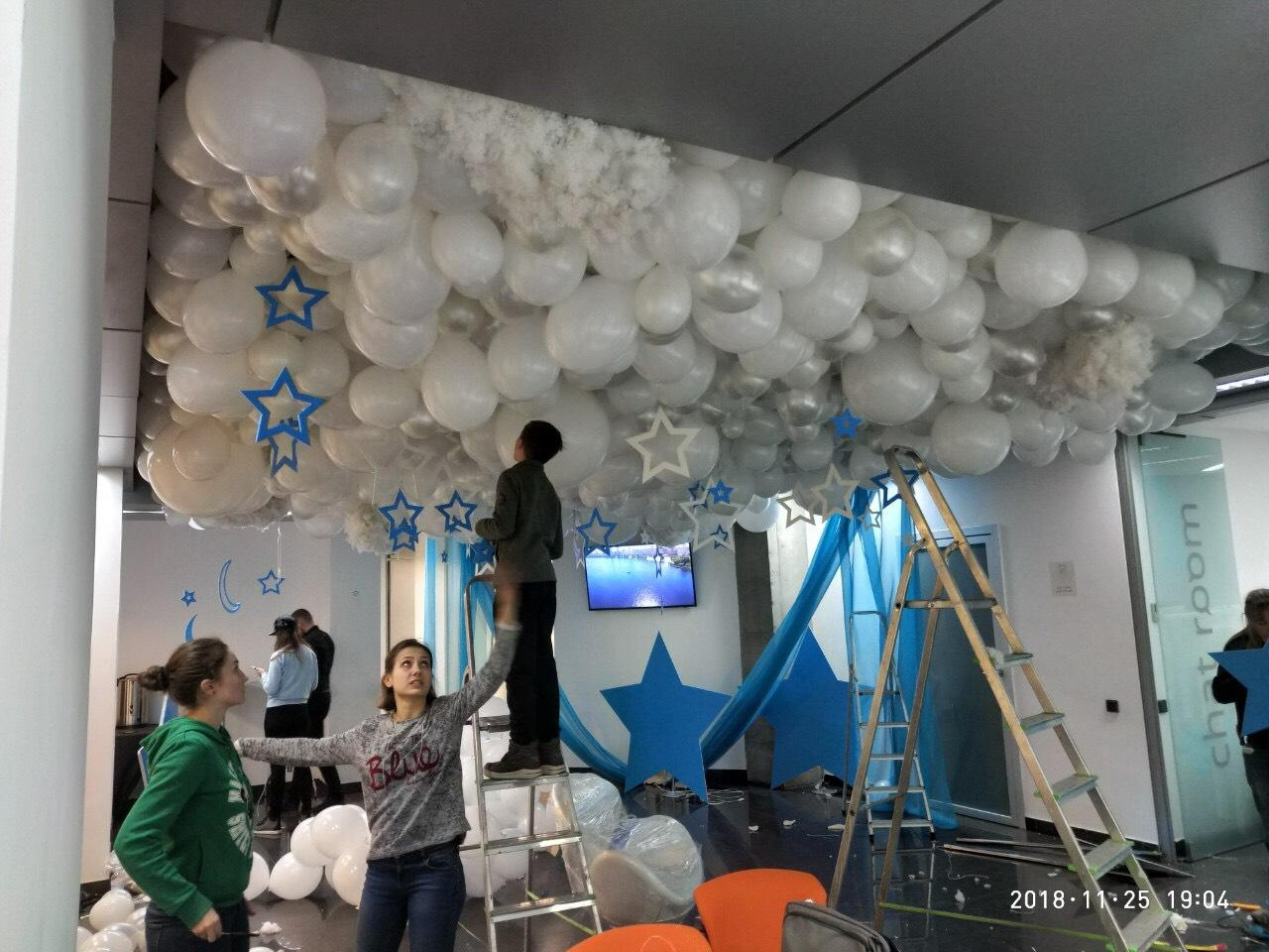Фото Украшений зала шариками