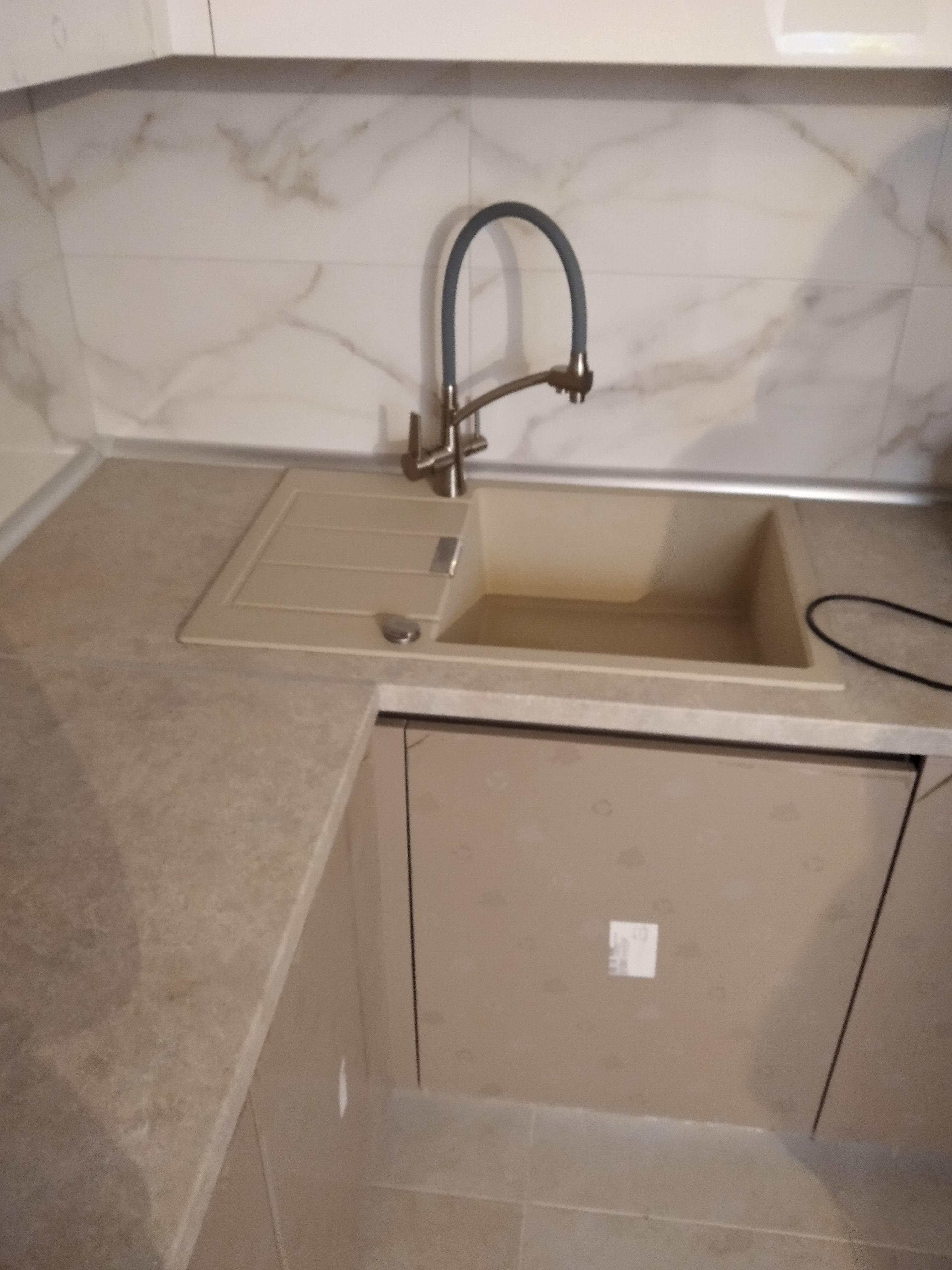 Фото Уборка кухни это всегда отдельная история. Необходимы некоторые навыки и последовательность. Симбиоз знаний, моющих средств и оборудования - залог идеальной уборки.