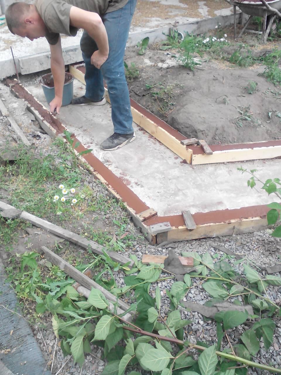 Фото Установка опалубки и заливка бетоном дорожку На выполнение роботы в 16 м2 ушло 4 чеса