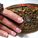 Предлагаю коррекцию ногтей гелем лучшими материалами