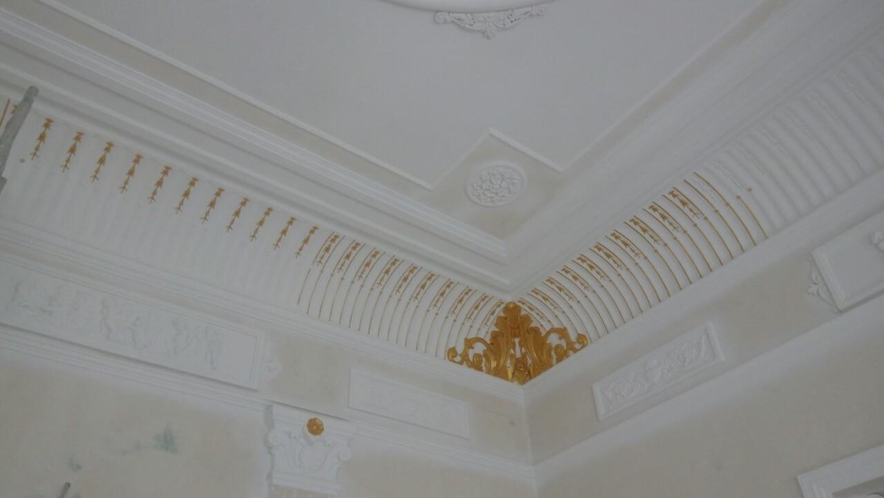 Фото Роспись золотым акрилом потолка в музее Бекетова.