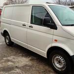 Перевозка мебели и техники грузовым WV Transporter T5 по Киеву и Киевской области. Чистый грузовой отсек.