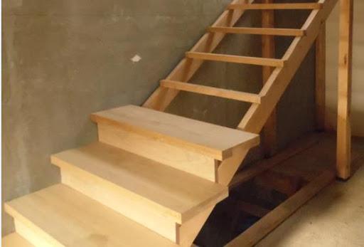 Фото Монтаж не дорогих, но при всем при этом надежных и качественных лестниц из сосны с разными видами как самих лестниц так и способов монтажа. От принятия решения до реализации 4-7 дней.