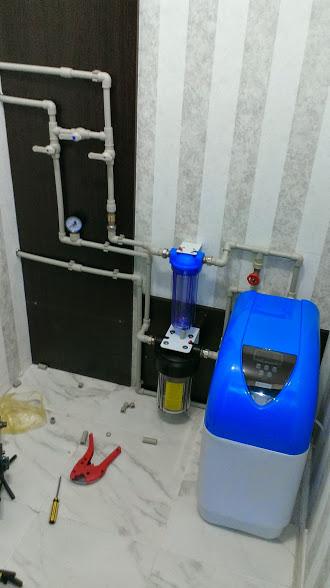 Фото Установлен умягчитель воды в небольшой квартире. Работа заняла один день.