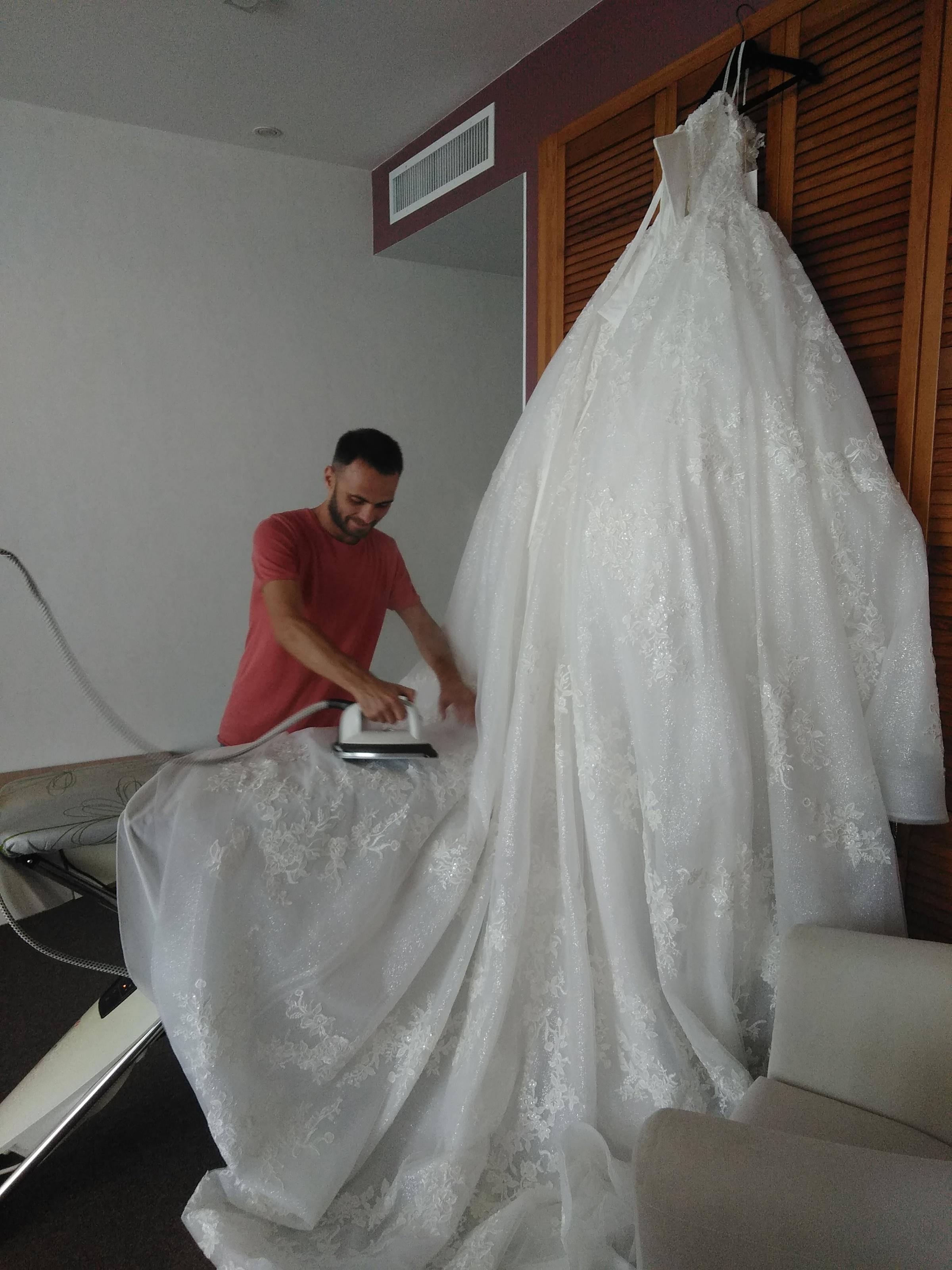 Фото Глажка свадебного платья и фаты, время работы 2,5 часа.