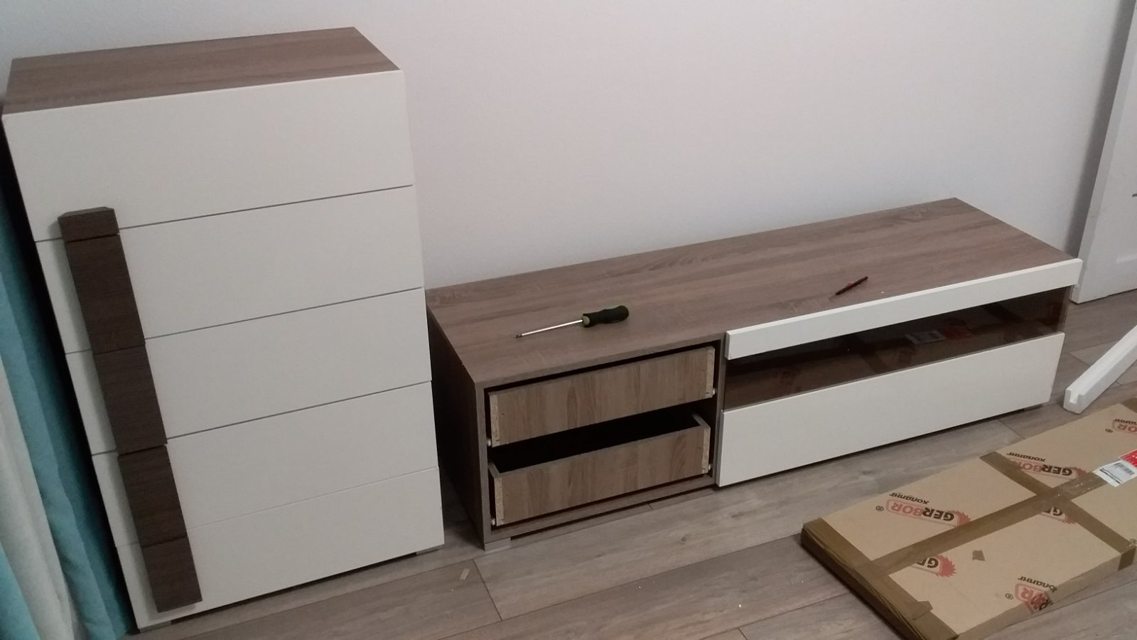 Фото Сборка стенки - комод, тумба под тв и шкаф