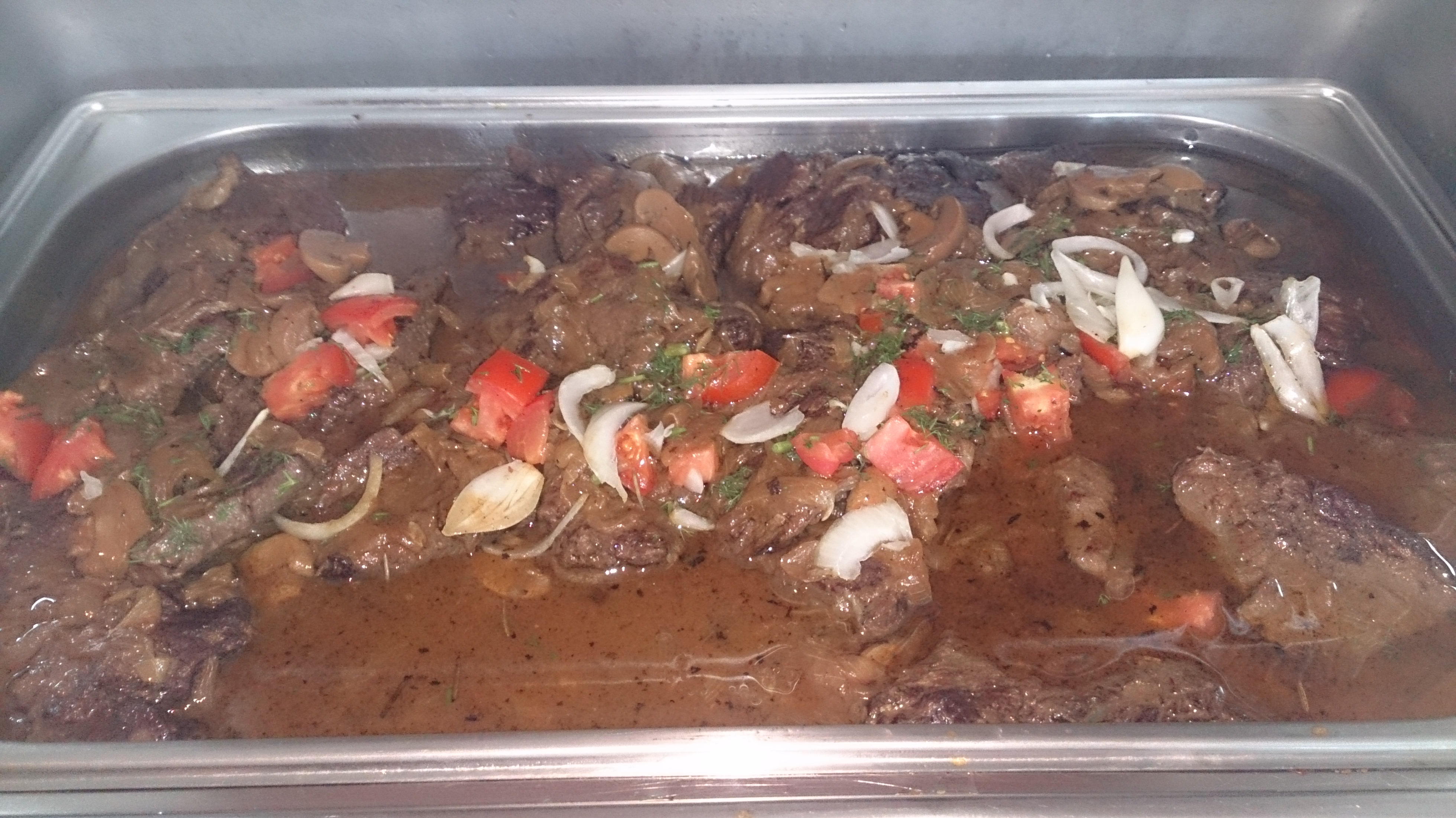 Фото приготовление  воскресного барбекю для  менеджеров  в компании