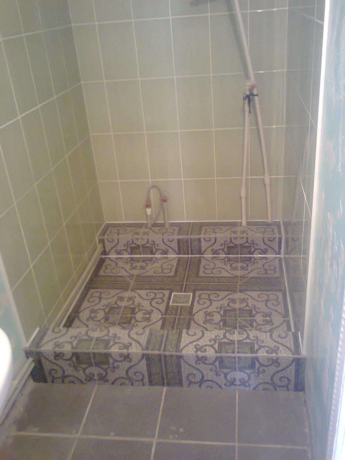 Фото облицовка плиткой стен,стяжка, облицовка плиткой поддона....
