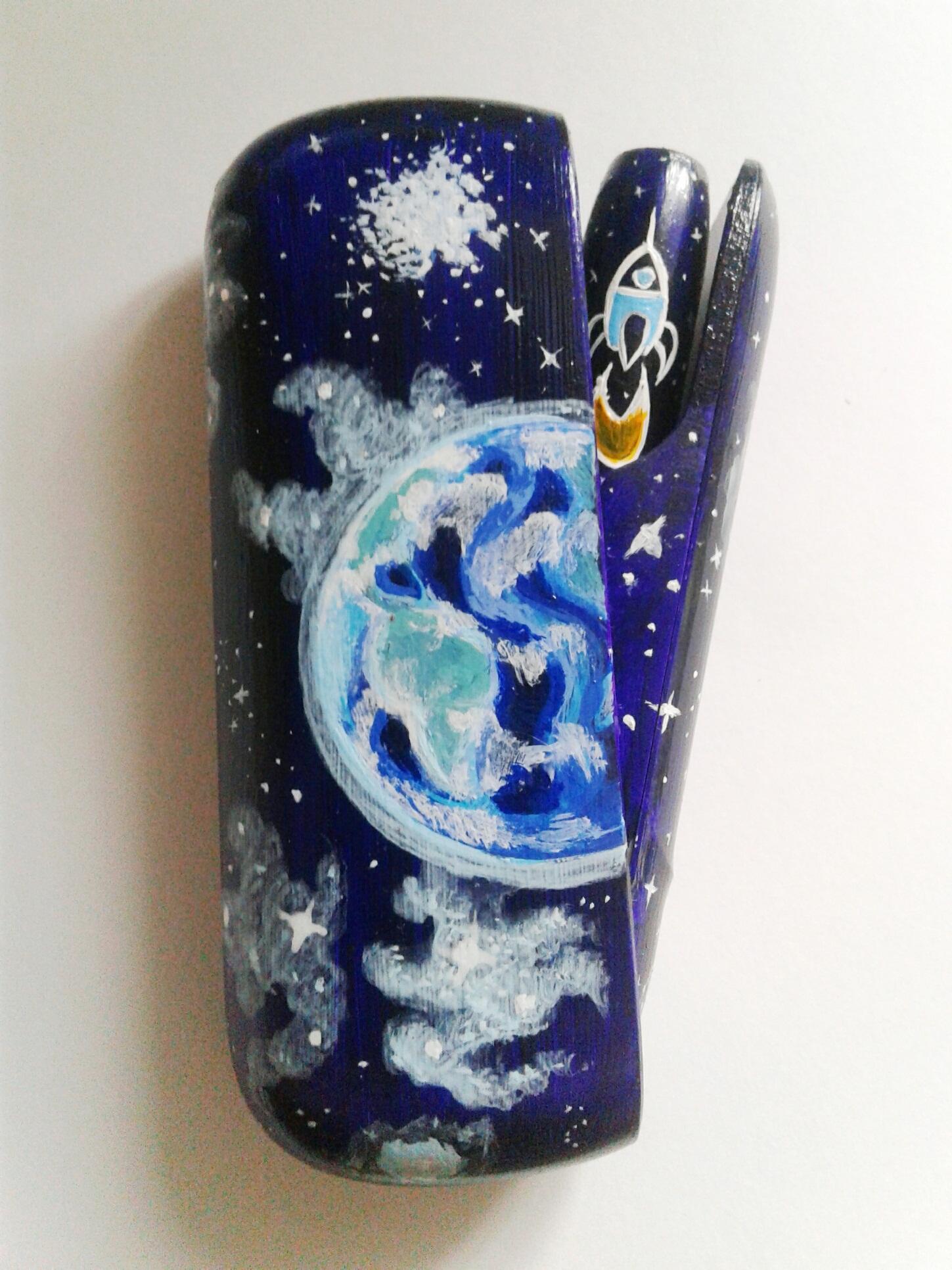 Фото Роспись электронной сигареты для именинника, работа выполнена акриловыми красками и вскрыта лаком. Получился эксклюзив.