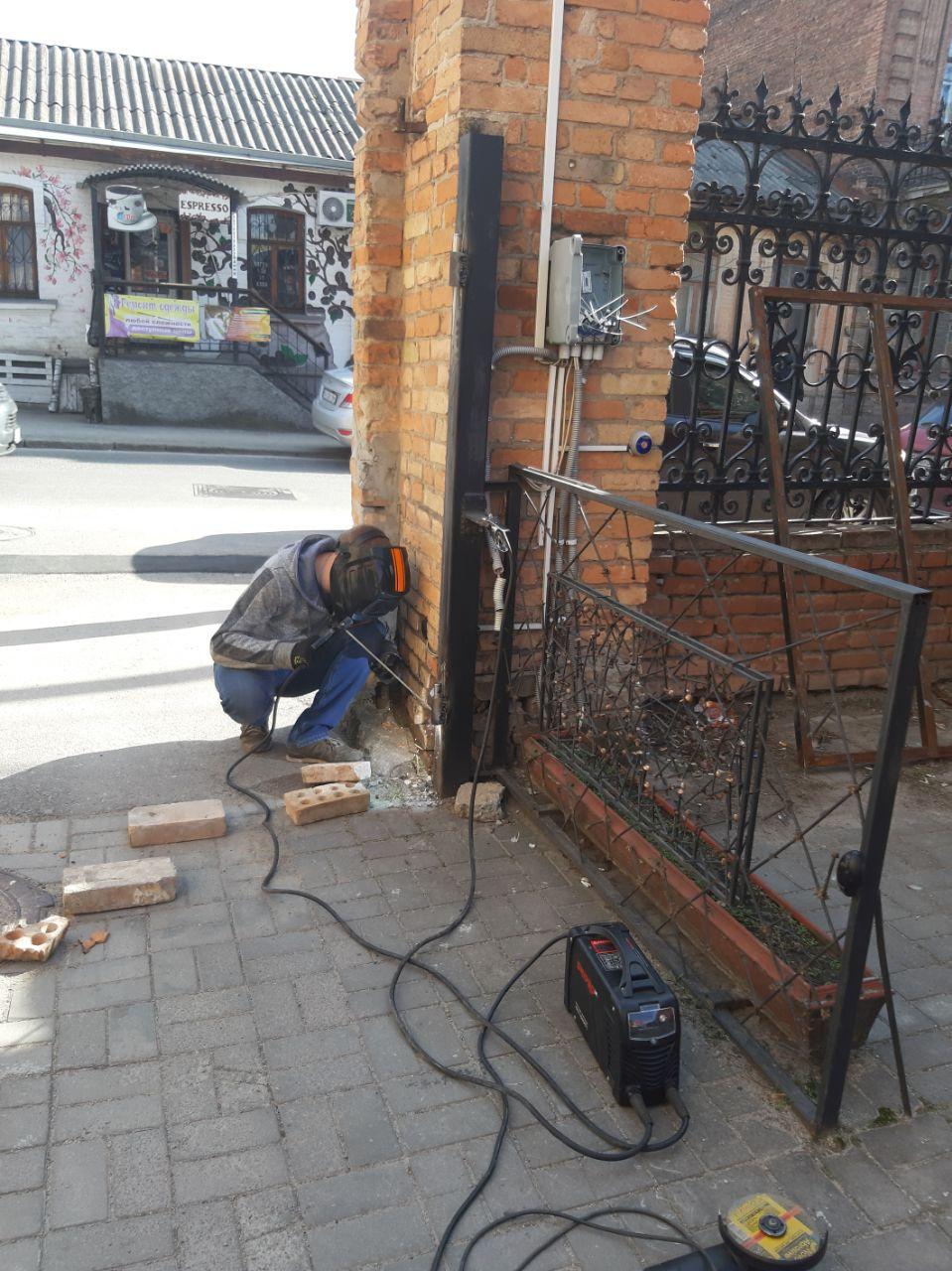 Фото Сварочные работы по установке автоматических ворот