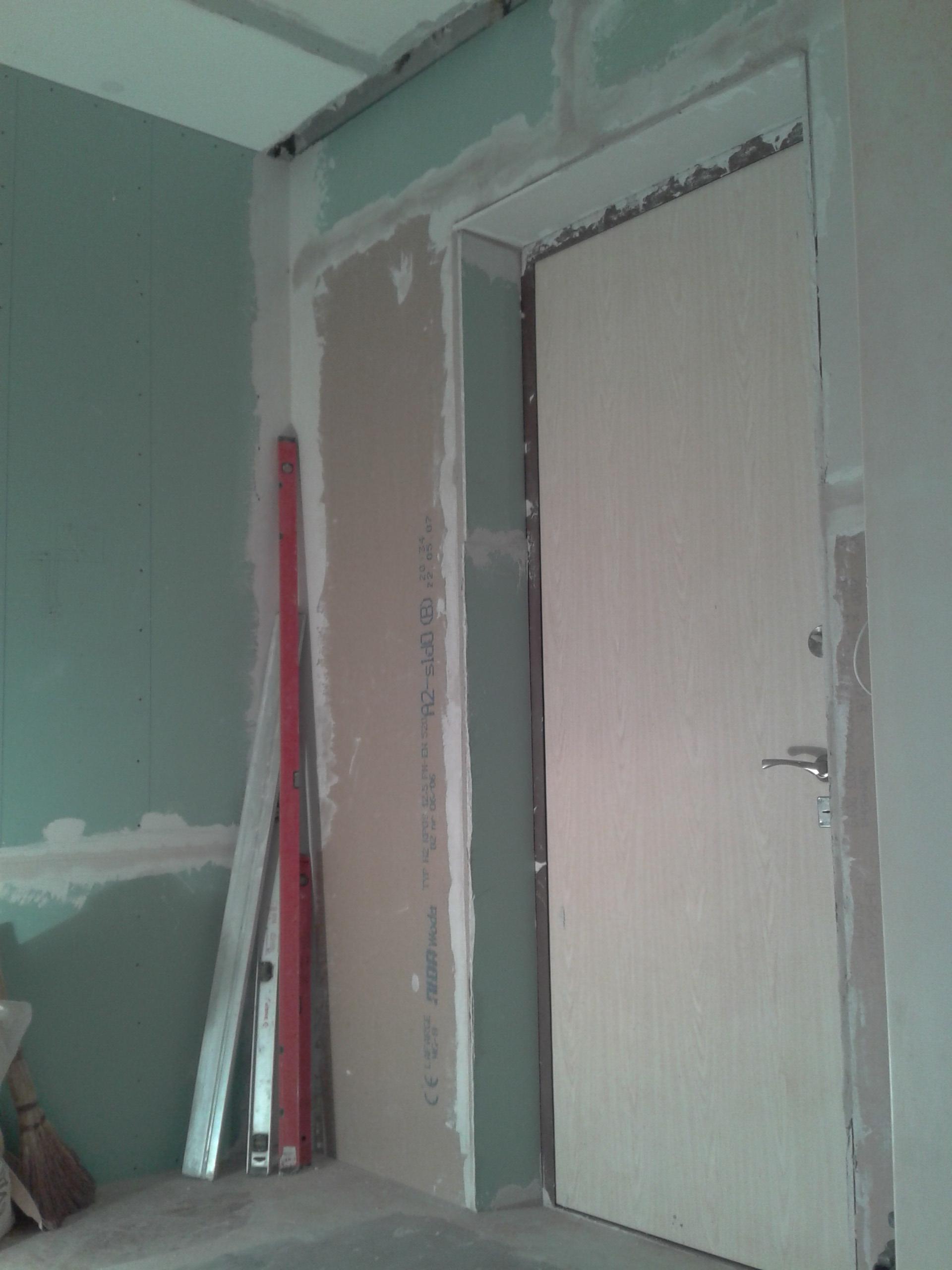 Фото Монтаж перегородки меж коридором и вх в квартиру, монтаж плитки, обои и т.д. - 2 мес.
