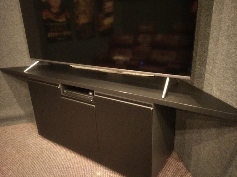 Фото Тумба под телевизор в кинотеатр