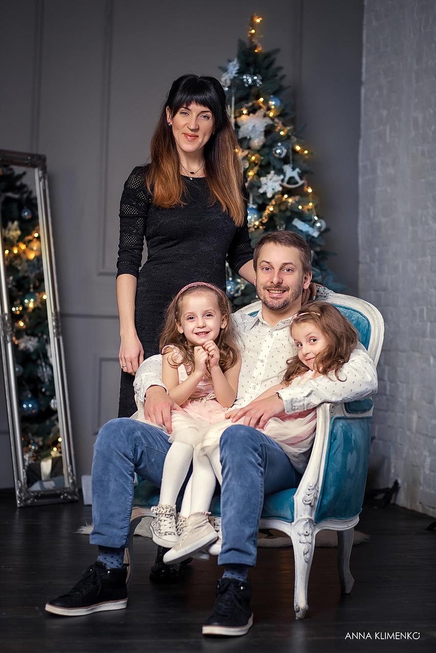 Фото Новогодняя семейная фотосессия в студии