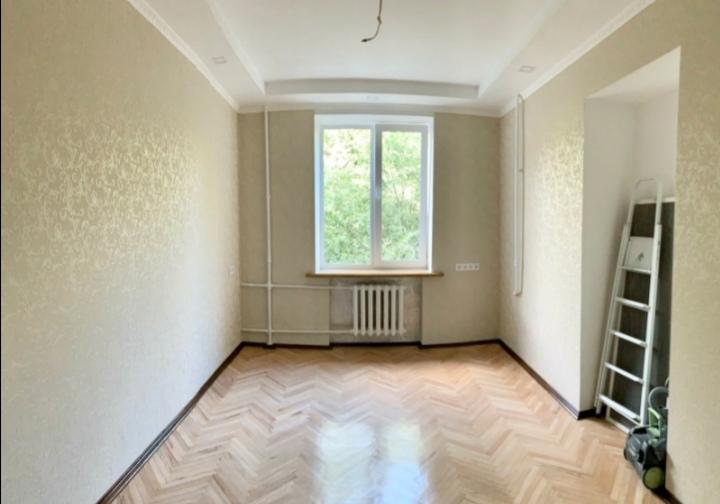Фото Выравнивание стен, шпаклёвка, покраска, поклейка, откосы, потолки, перестенок из газобетона (там где ниша сейчас, была дверь)