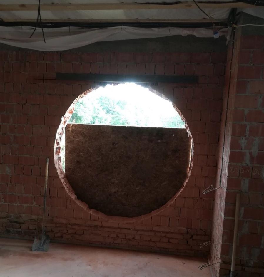 Фото Вырезание кирпичного отверстия в стене под окно