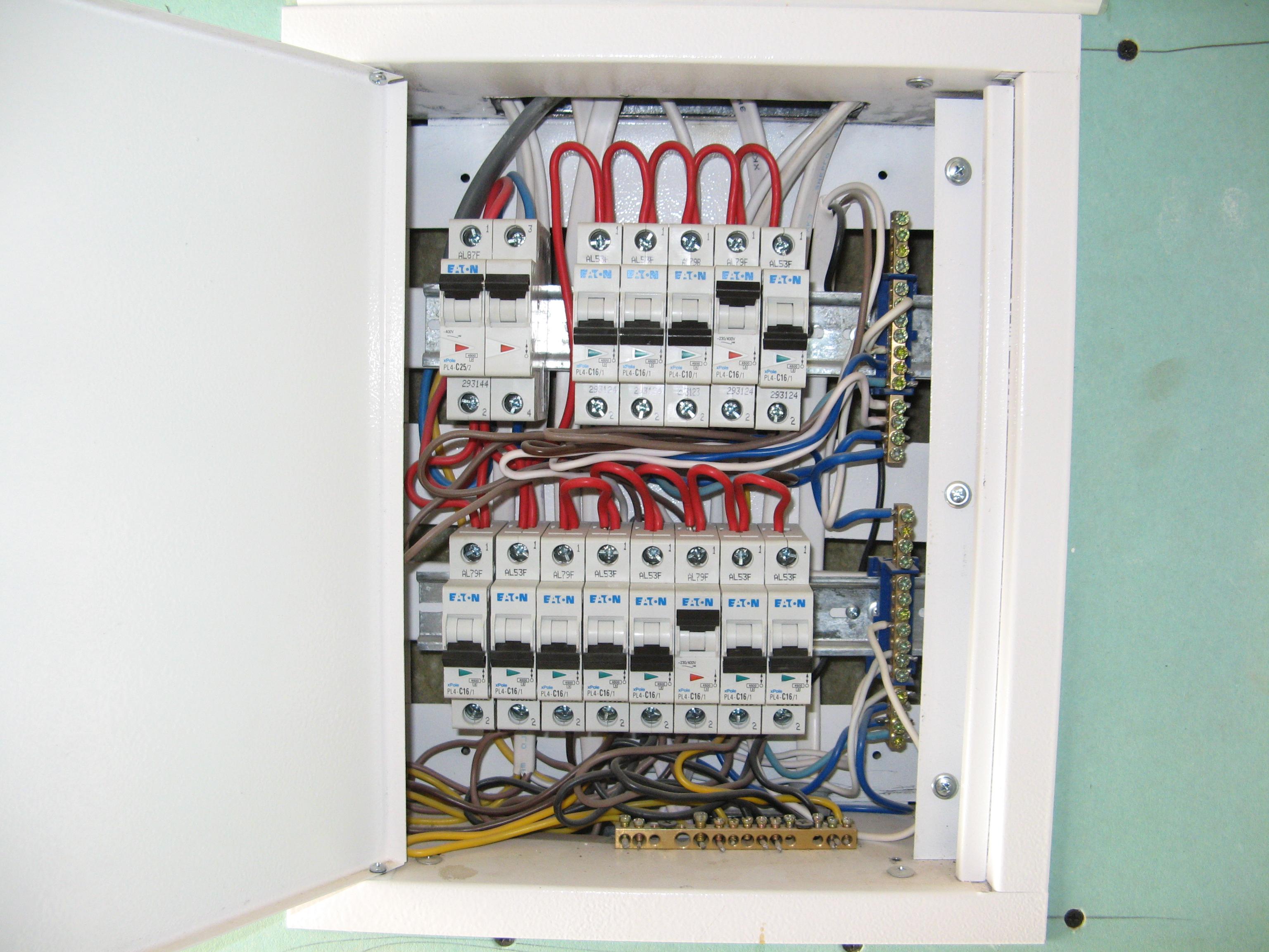Фото Услуги электрика: монтаж электрощита 2