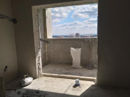 Фото Демонтаж подоконного блока в высотном монолитном доме. Толщина стены с монолитного бетона 30 см.