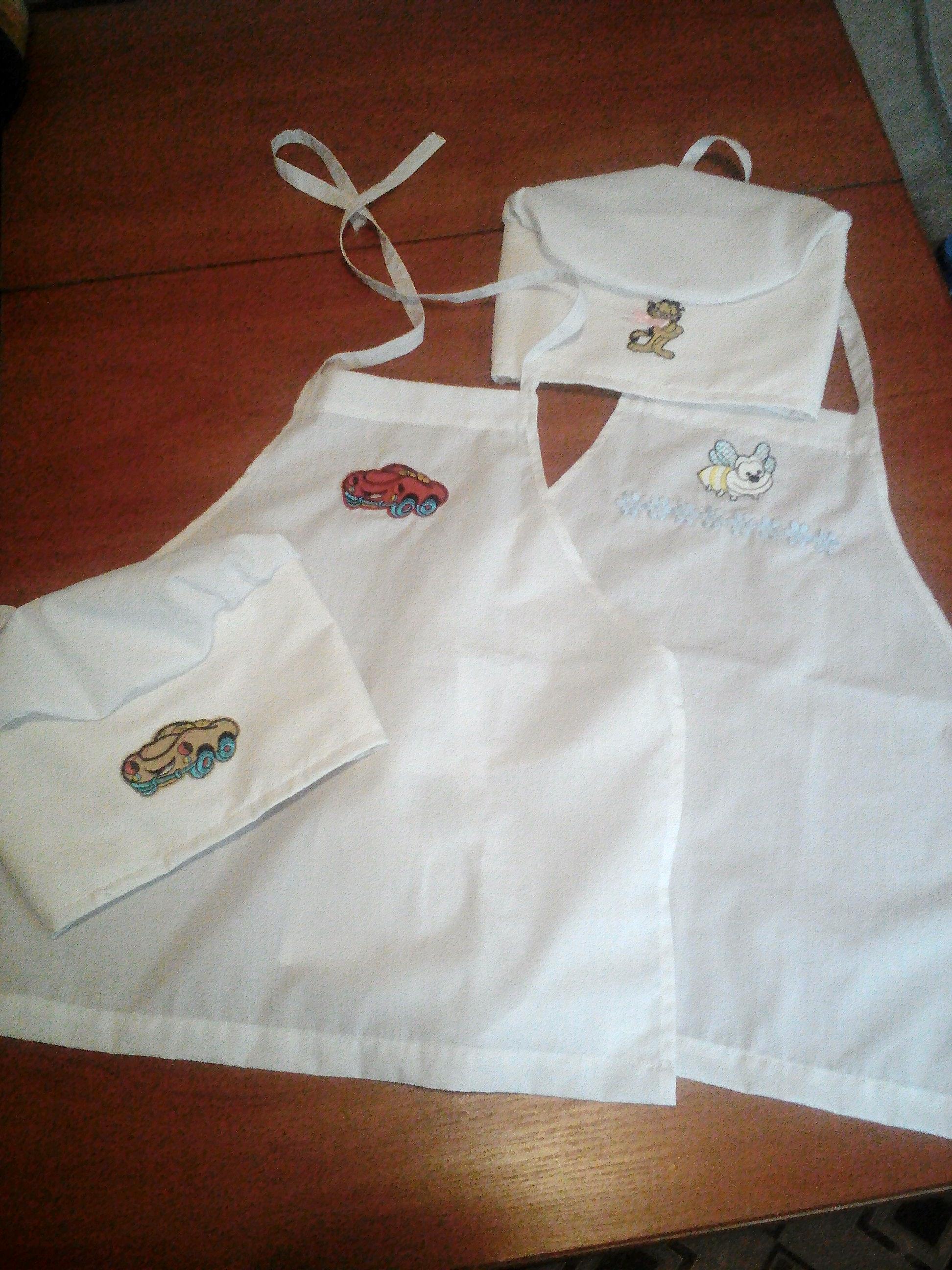 Фото Виготовлено 2 дитячі фартука і поварські ковкачки. Крій, дизайн, пошиття, прикрашання аплікаціями.