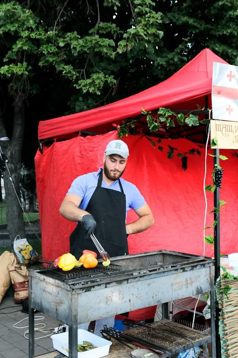 Фото Профессиональный мангальщик грузин по национальности  5