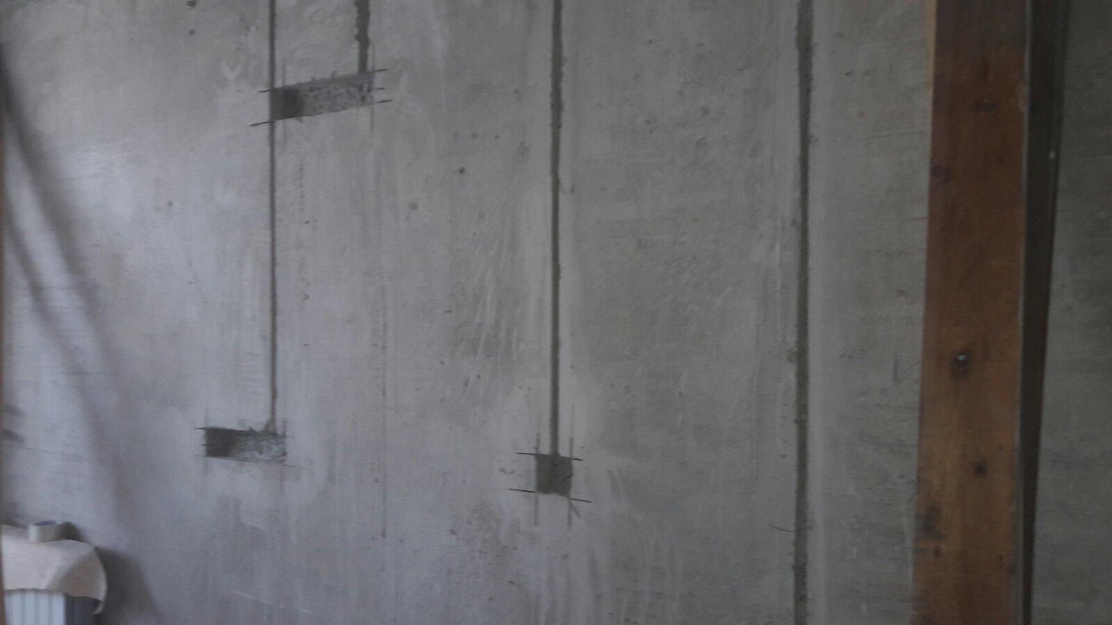 Фото Вырез штроб и подрезетников для новой электропроводки в бетоне.