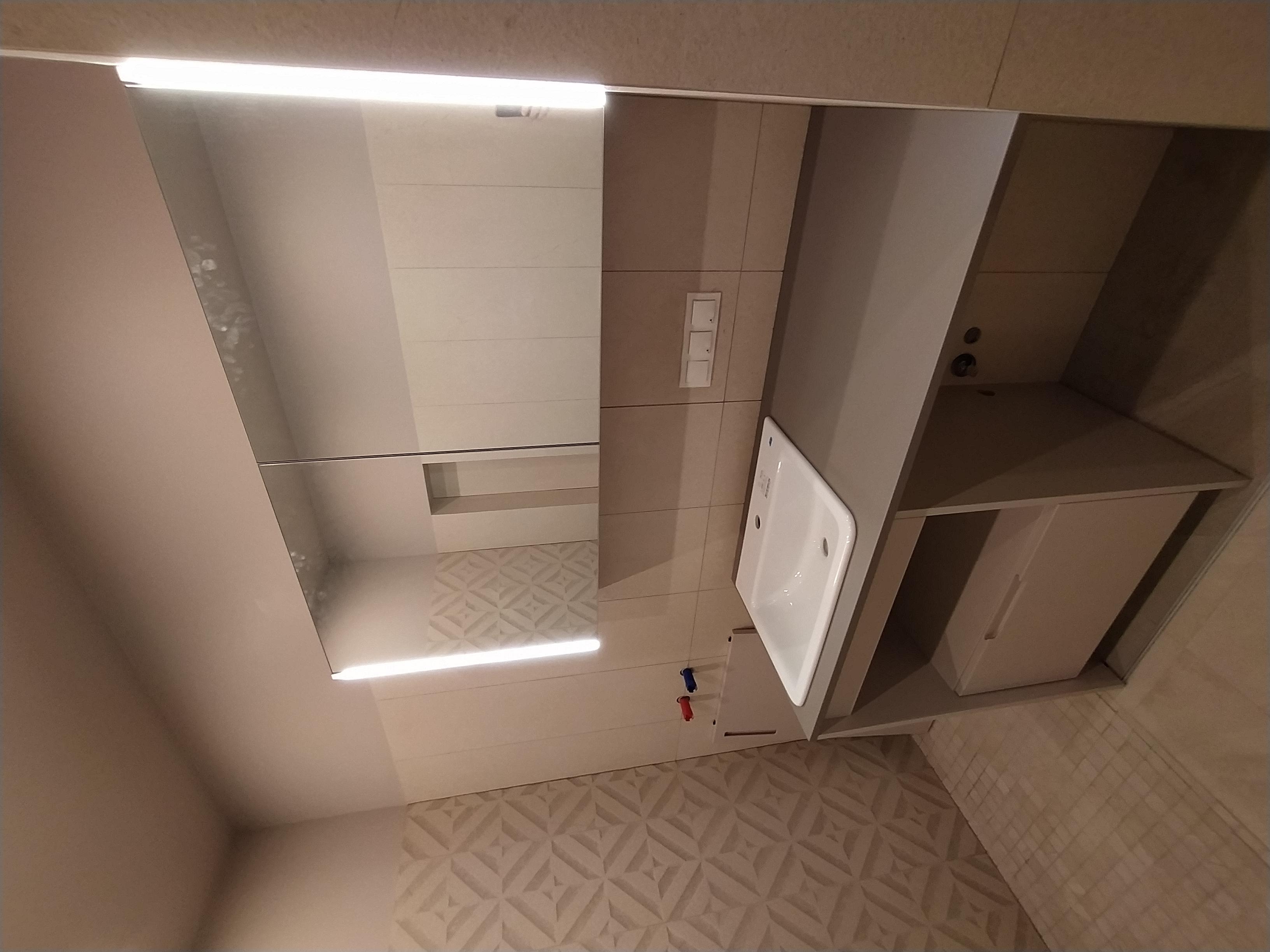 Фото Стол в ванну из крашеного МДФ. Осталось поставить кран и стиралку