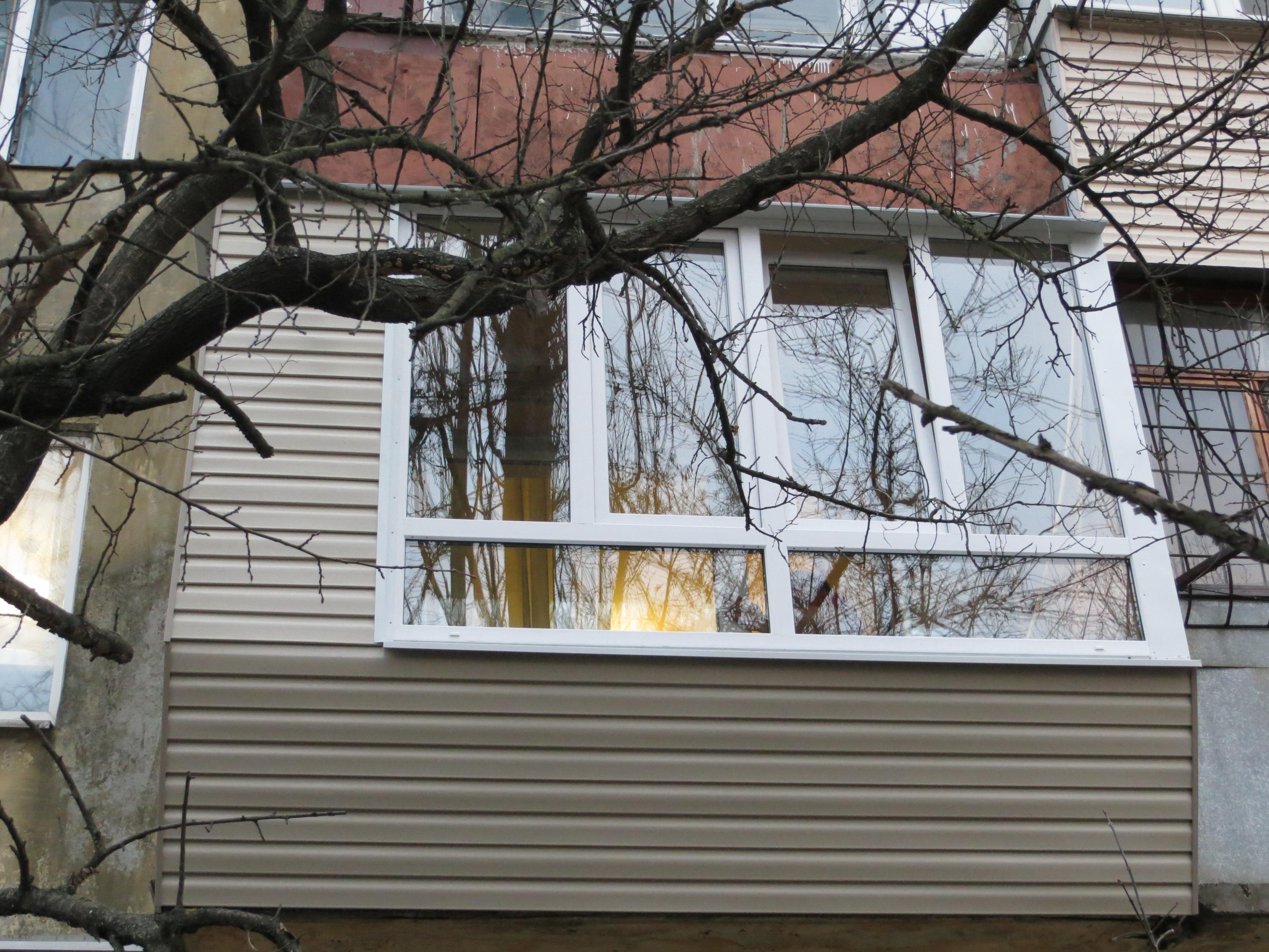 Фото Балкон с заниженным подоконником под лавочку