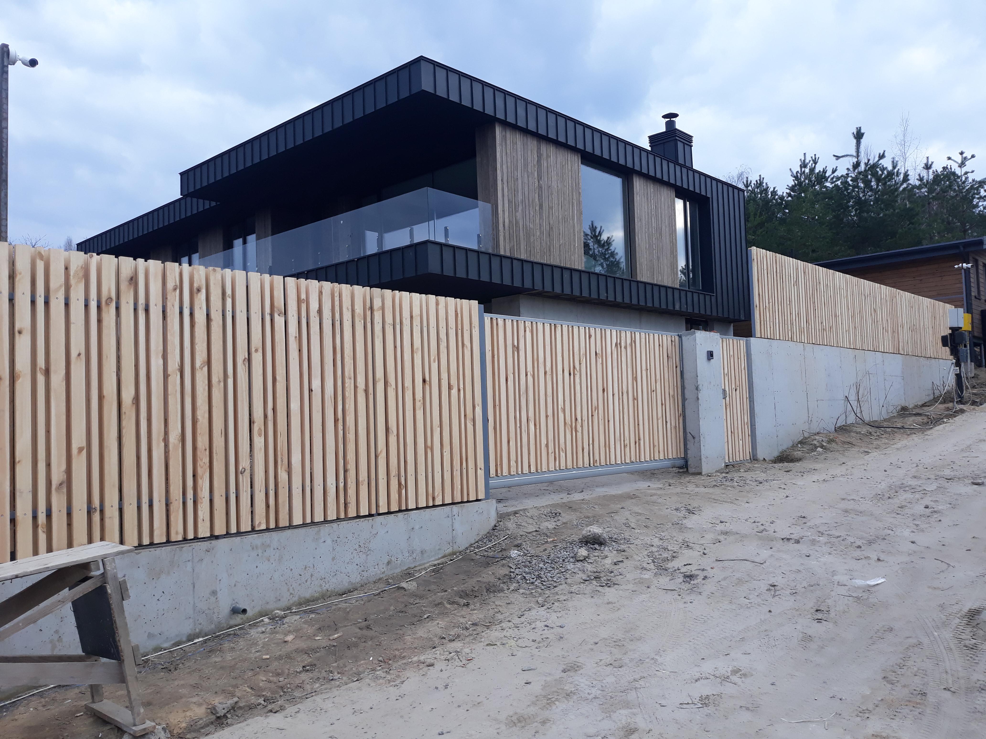 Фото Забор з дерева