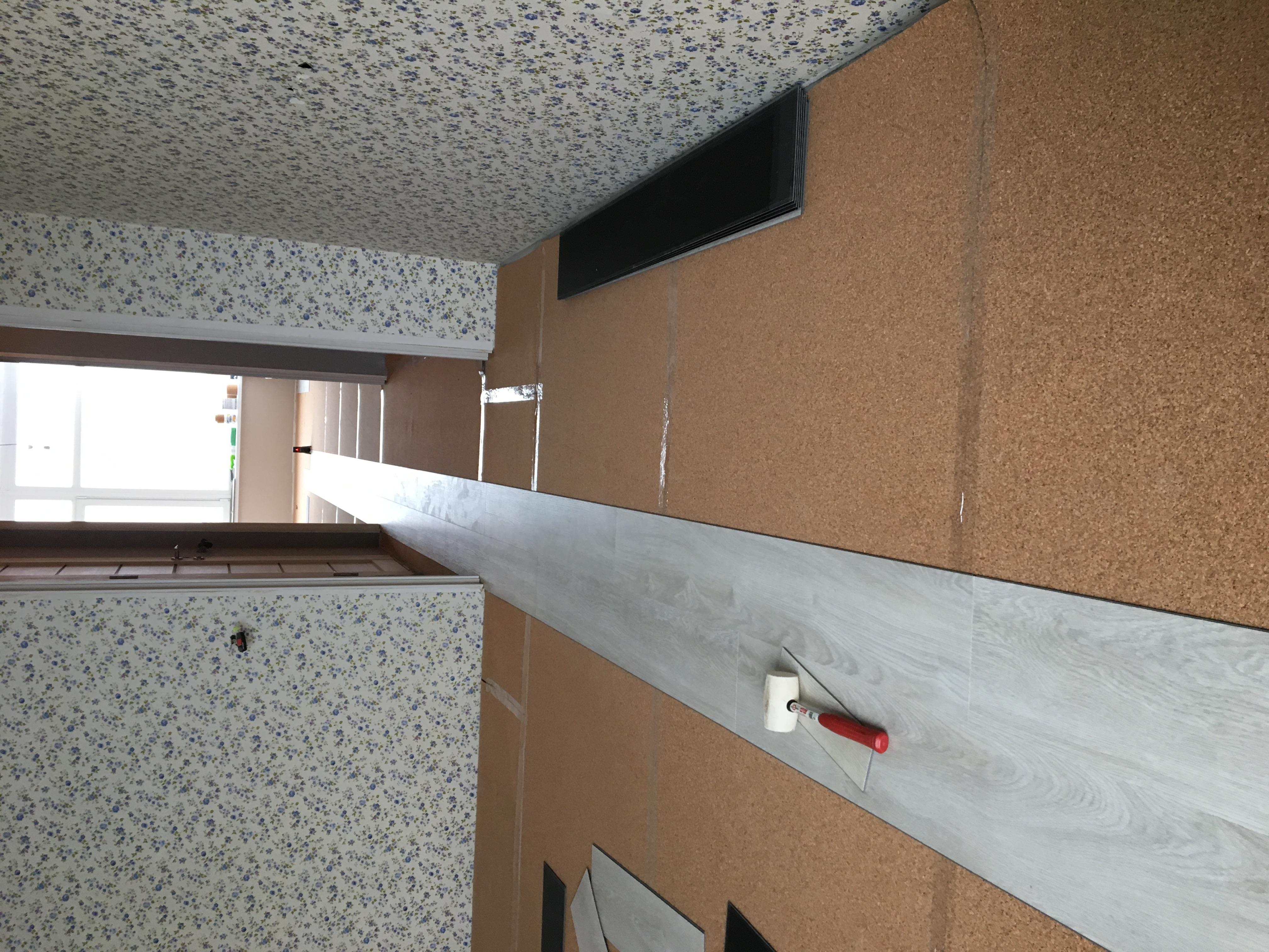 Фото Монтаж кварцвинилового покрытия на пробковую подложку .