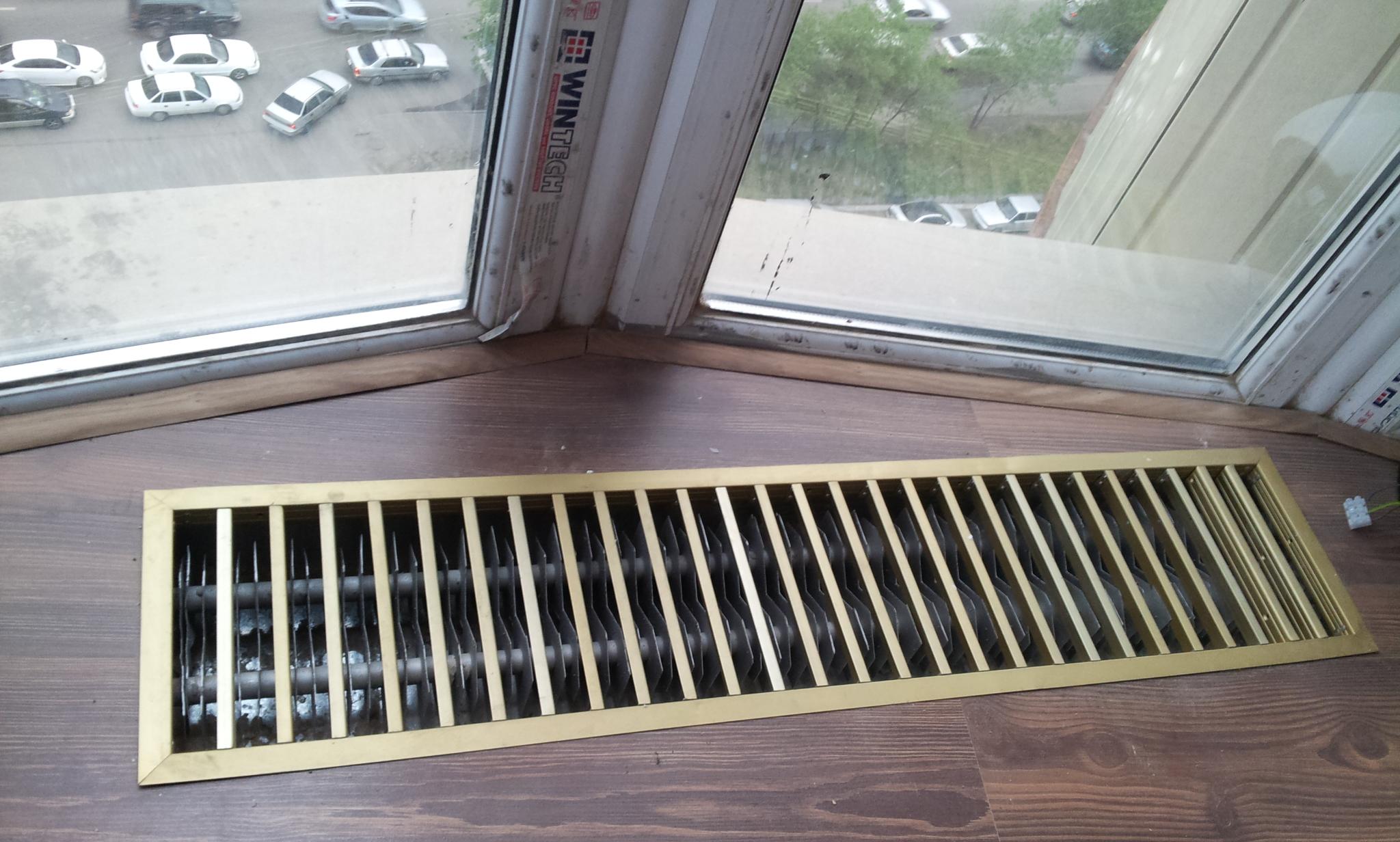Фото Собственное изготовление напольных радиаторов в квартире с витражами.