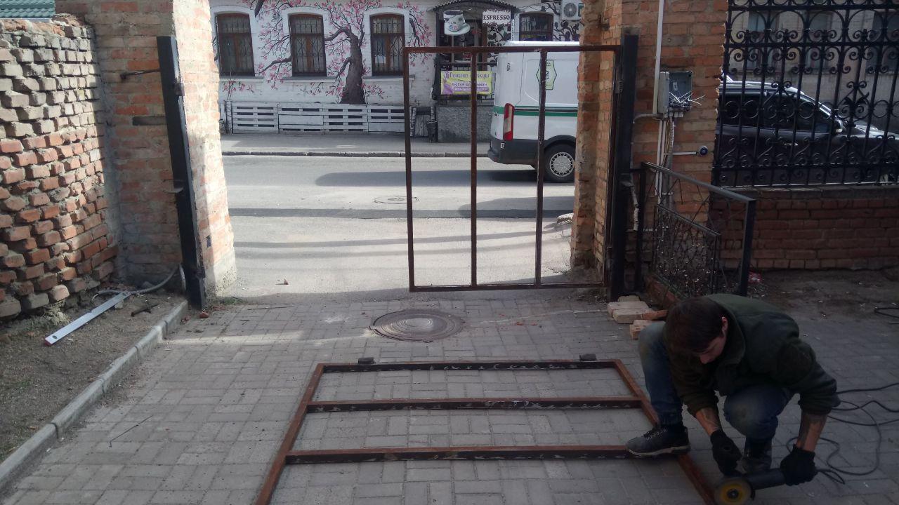 Фото Автоматические распашные ворота во двор