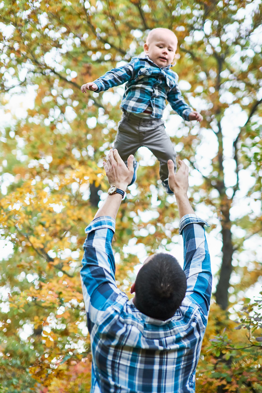 Фото Пример осенней семейной фотосессии на природе