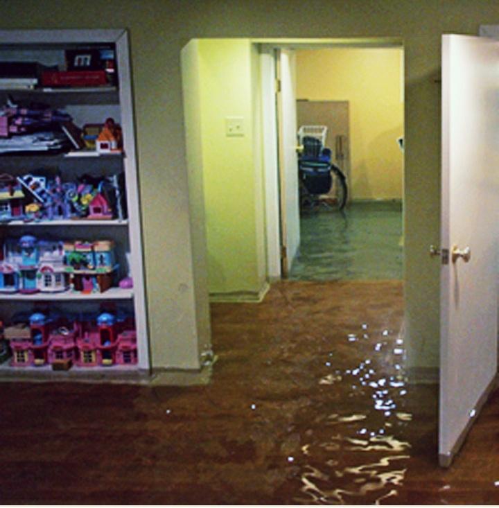 Фото Уборка после затопления!Професиональное оборудование ,выезд на место после Вашего звонка в течение 2часов.