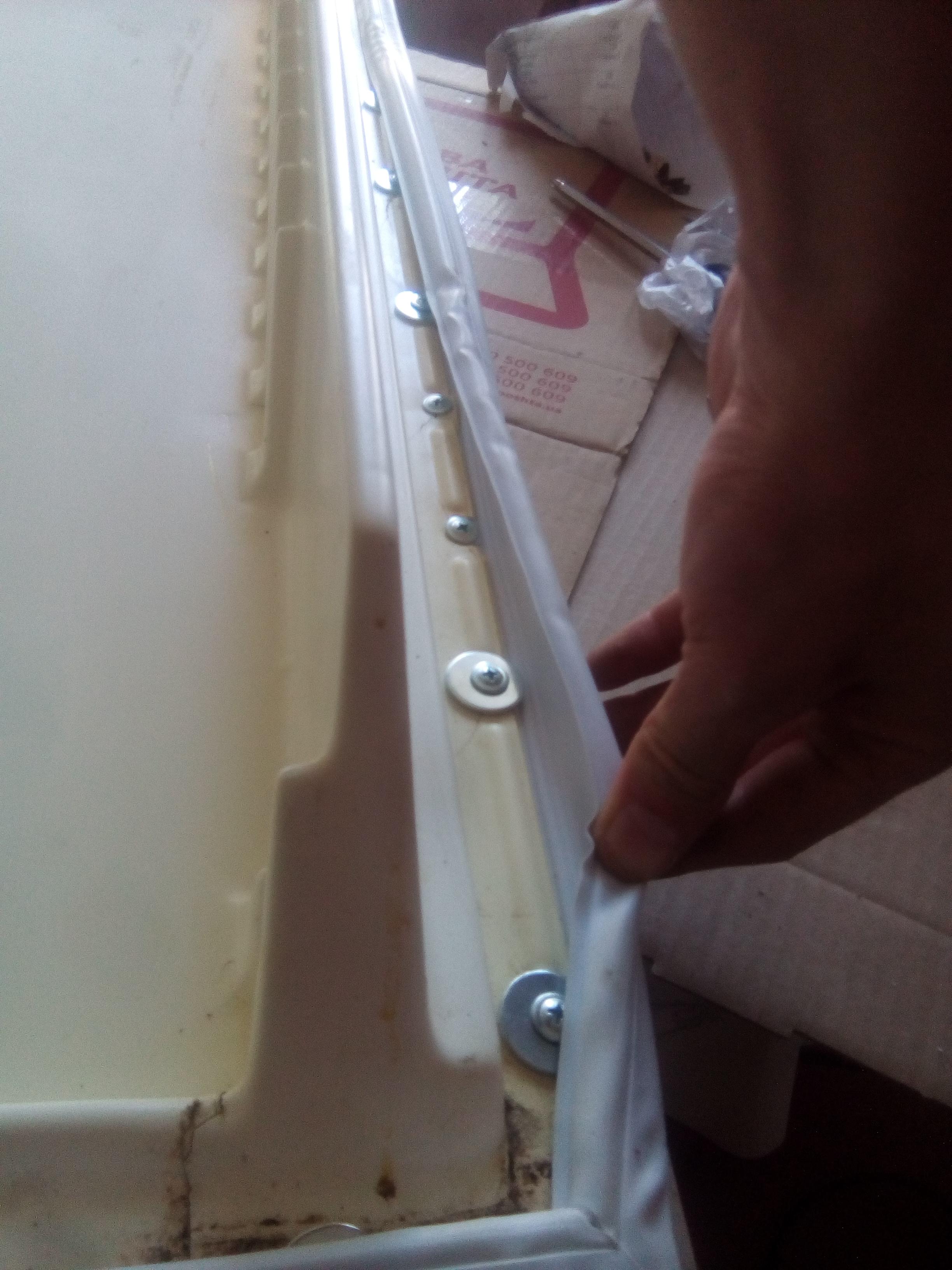 """Фото Холодильник """"Донбас"""". Замена уплотнителя в дверце холодильника. Закупка комплектующих, разборка, ремонт теплоизоляционного слоя, установка у4плотнителя. Время исполнения 4 часа."""