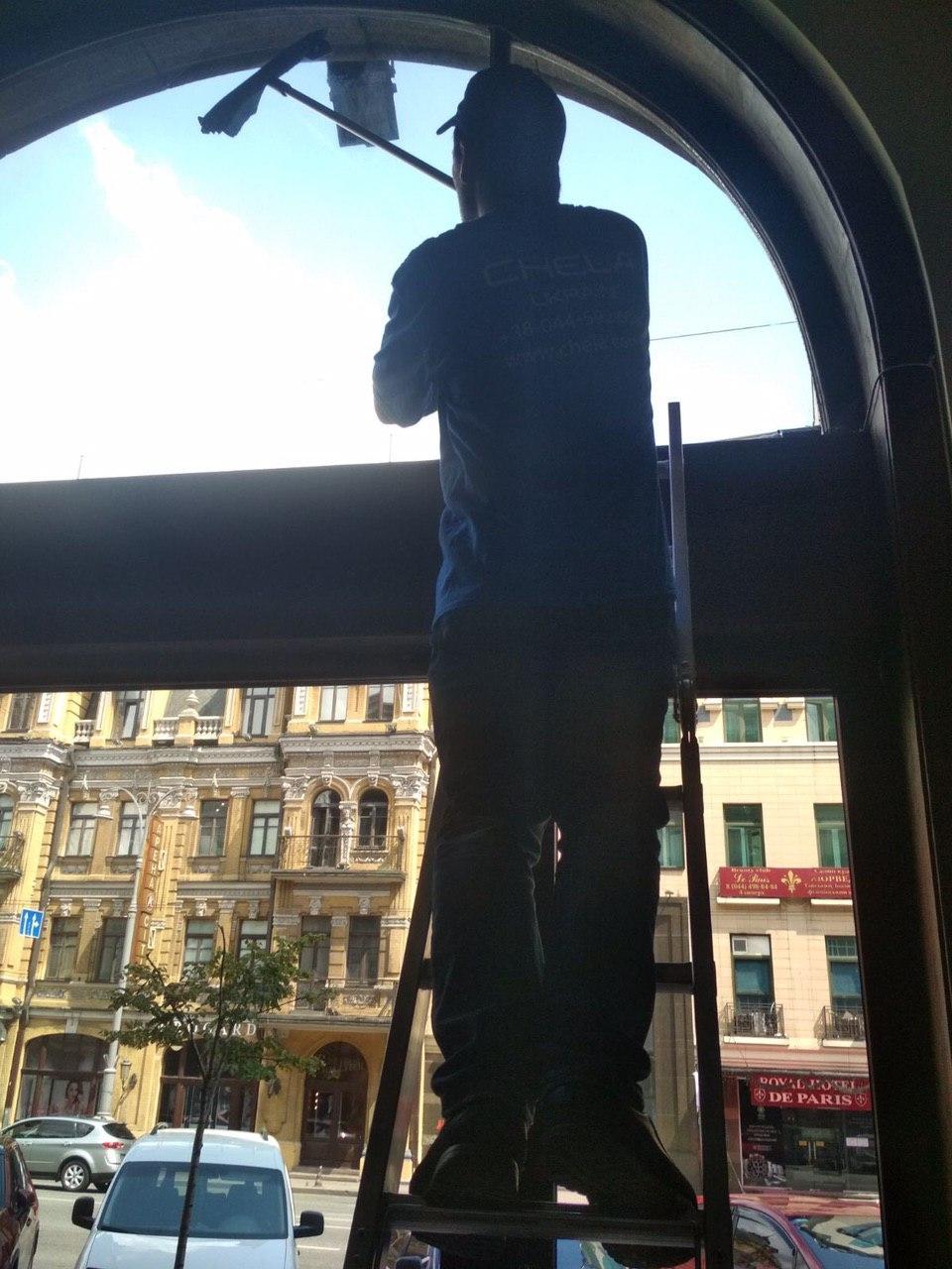 Фото Мойка фасадов,окон,высотные работы 3