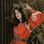 пошив вeчірніх суконь, пальто, костюми, бальні сукні, тріко, сцeнічний одяг, ростові ляльки, вишиванки ,одяг для тварин.