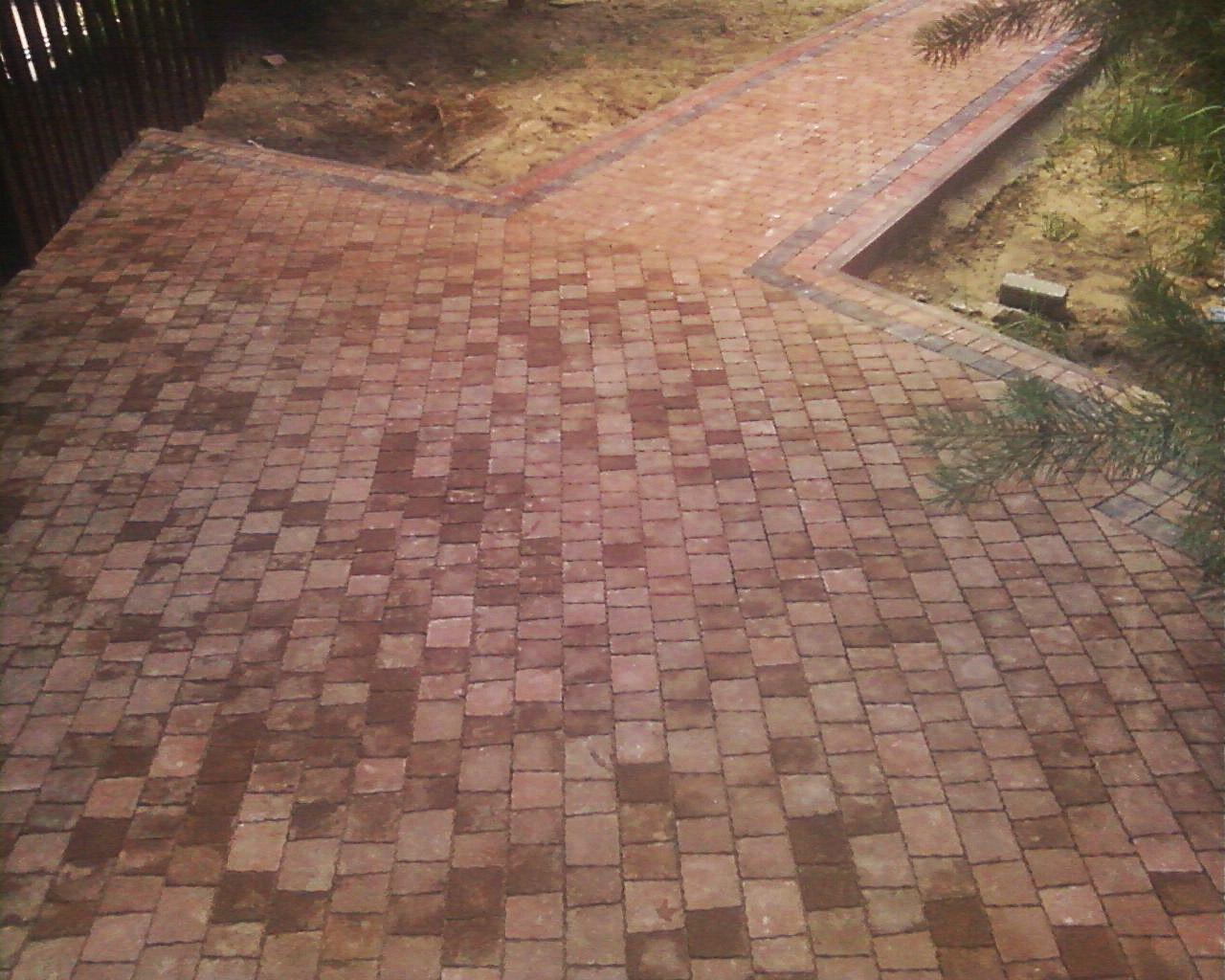 Фото Дорожки и мангальная зона с тротуарной плитки. 230 м2, 250 часов работы.