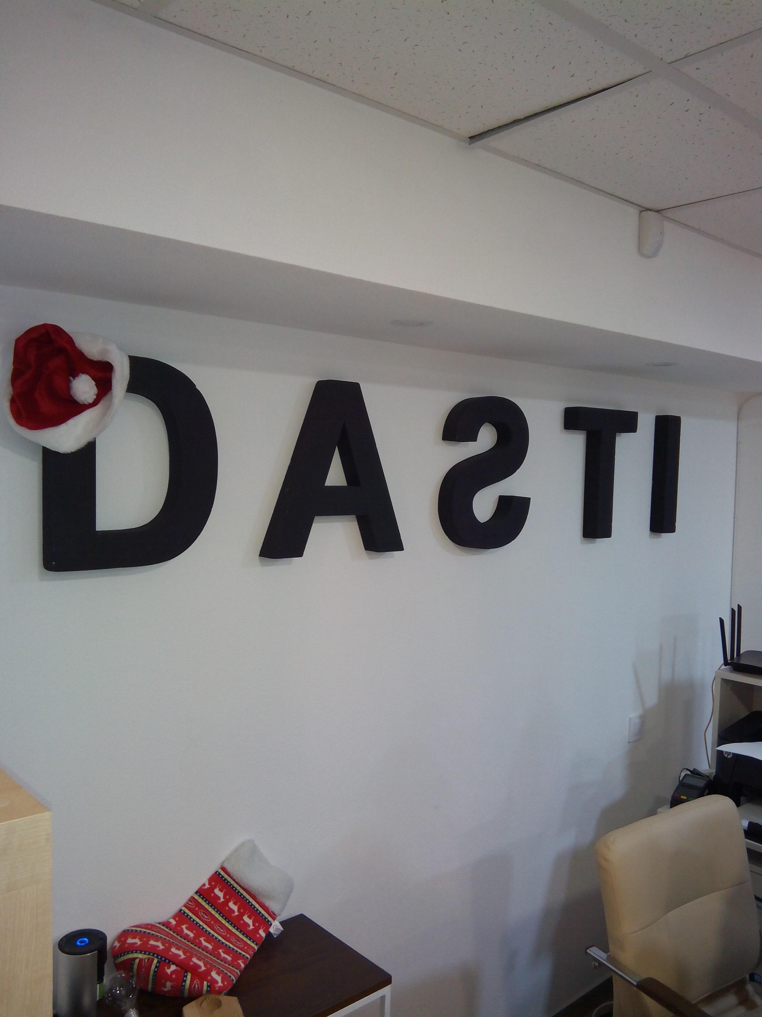 Фото Монтаж логотипа (буквы)
