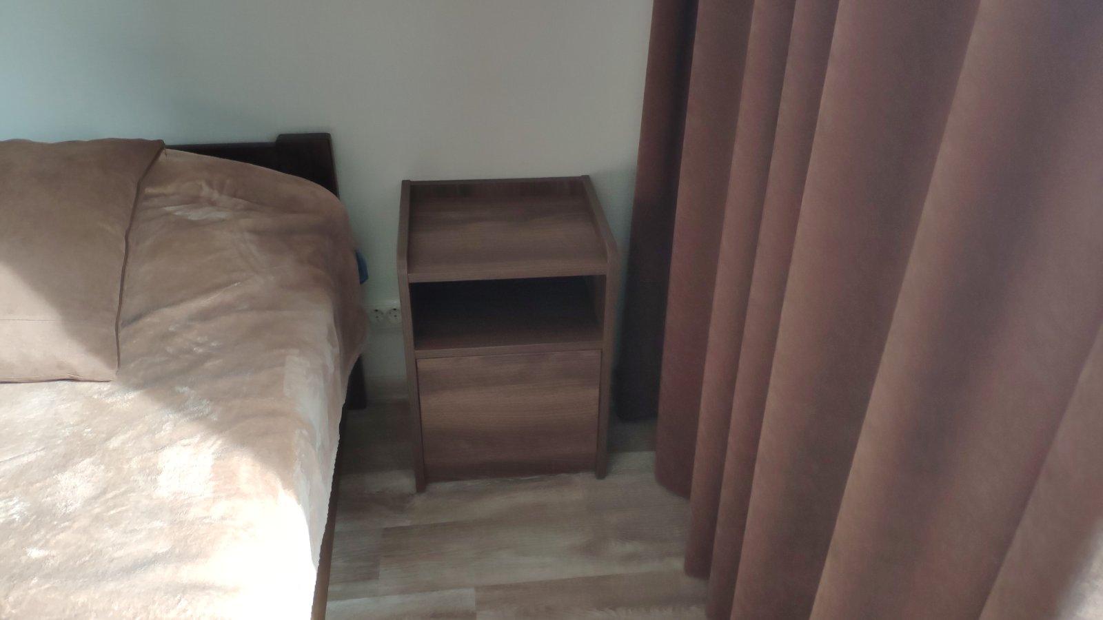 Фото Изготовление мебели на заказ. Тумба прикроватная на 1 ящик, ДСП Эггер. Ящики скрытого монтажа, тип-он, Блюм. Изготовлено через сервис Вияр. Выполню проект мебели в Базис-Мебельщик 11.
