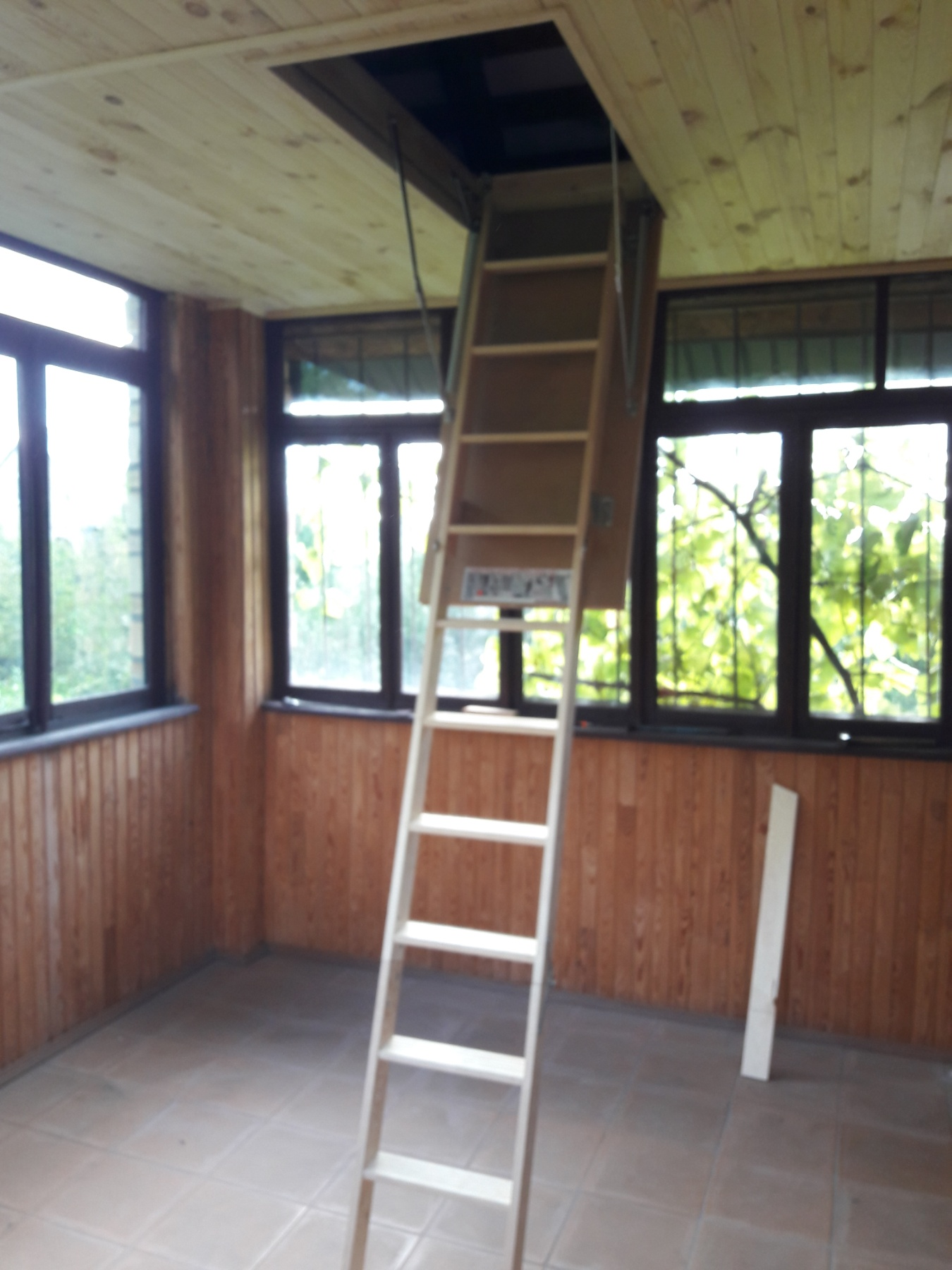 Фото Монтаж чердачной лестницы