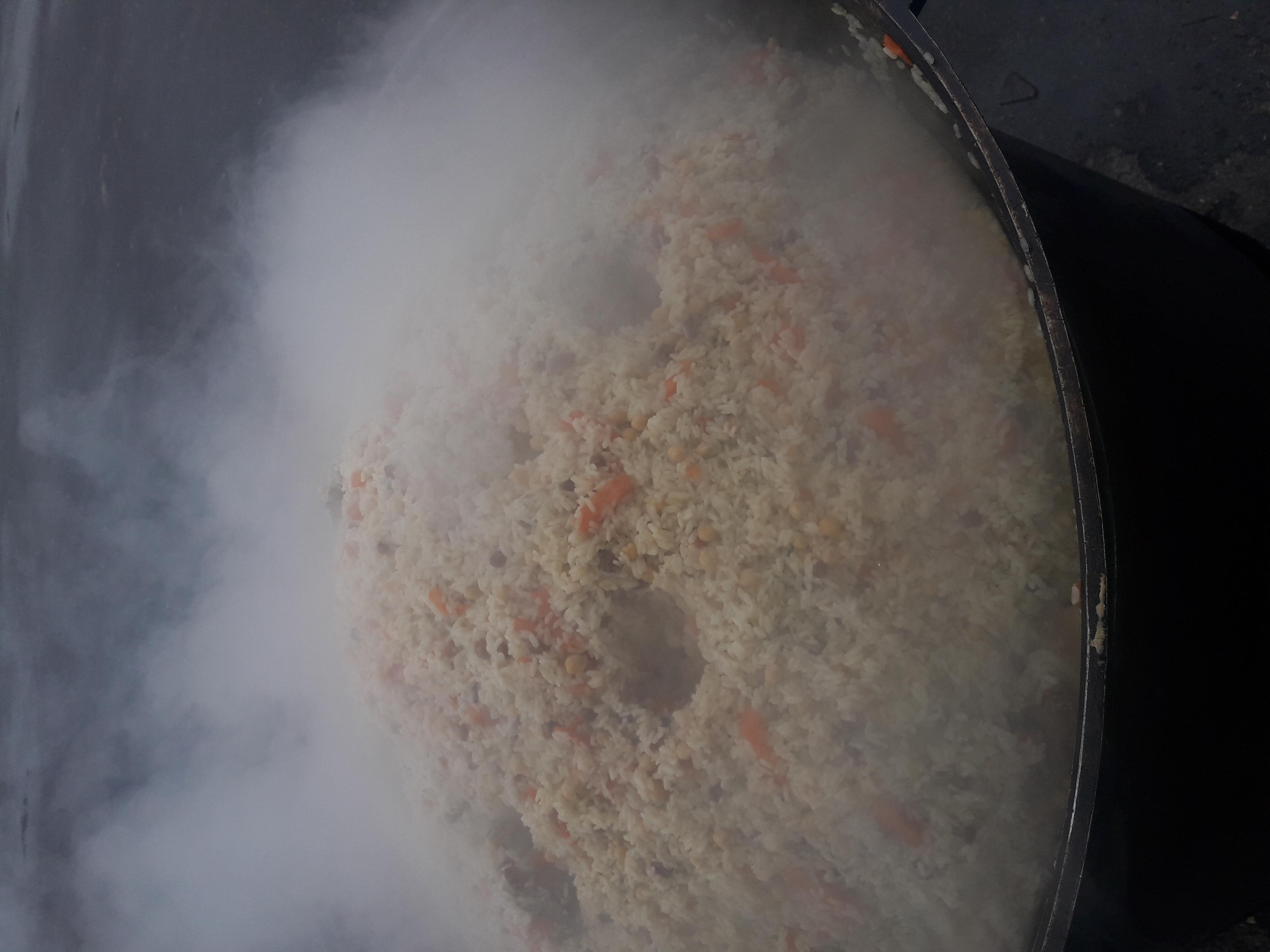 Фото Приготовление плова с бараниной,  изюмом и нутом,