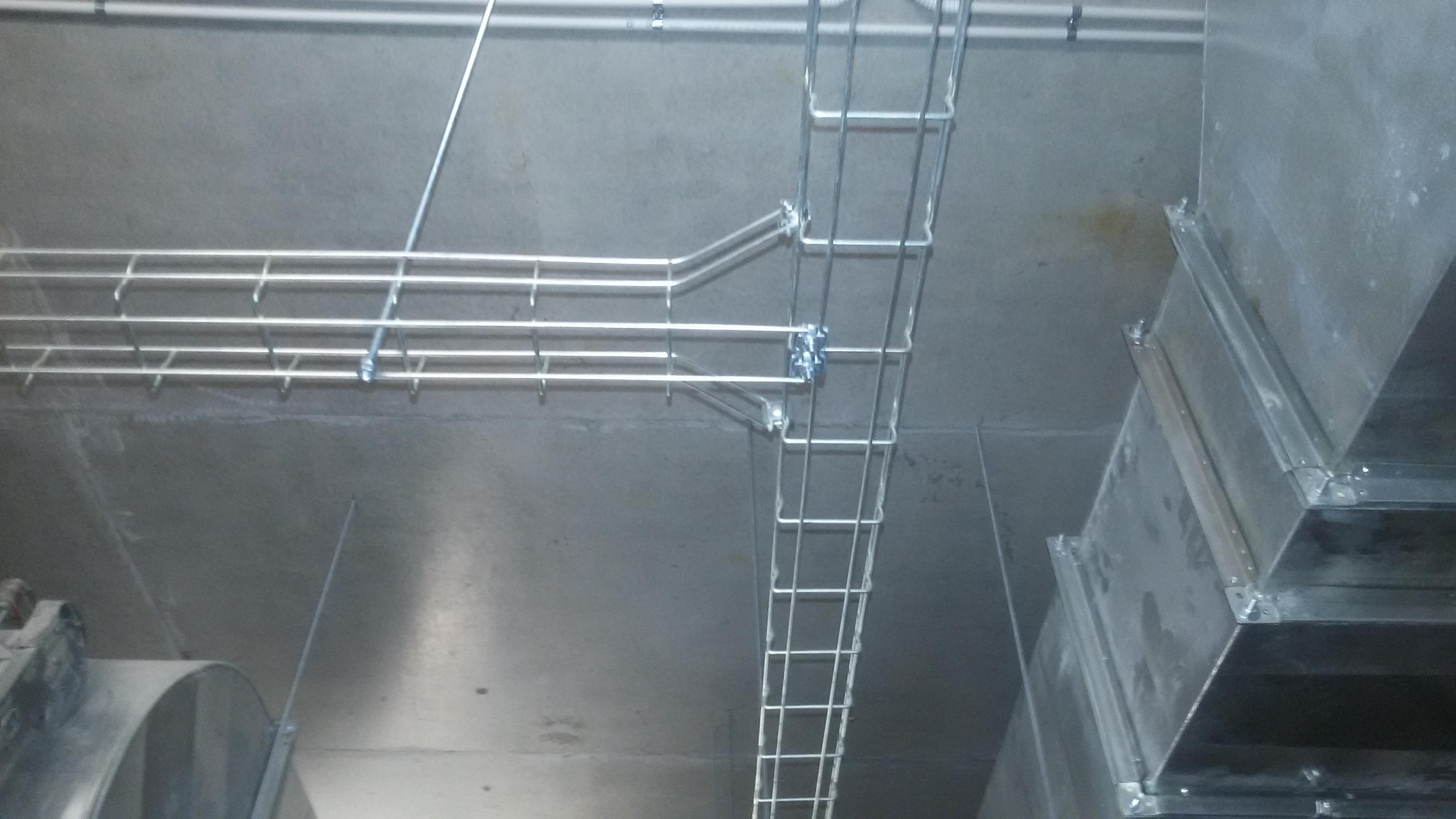 Фото Монтаж кабеле несущих конструкций ( лоток проволочный).