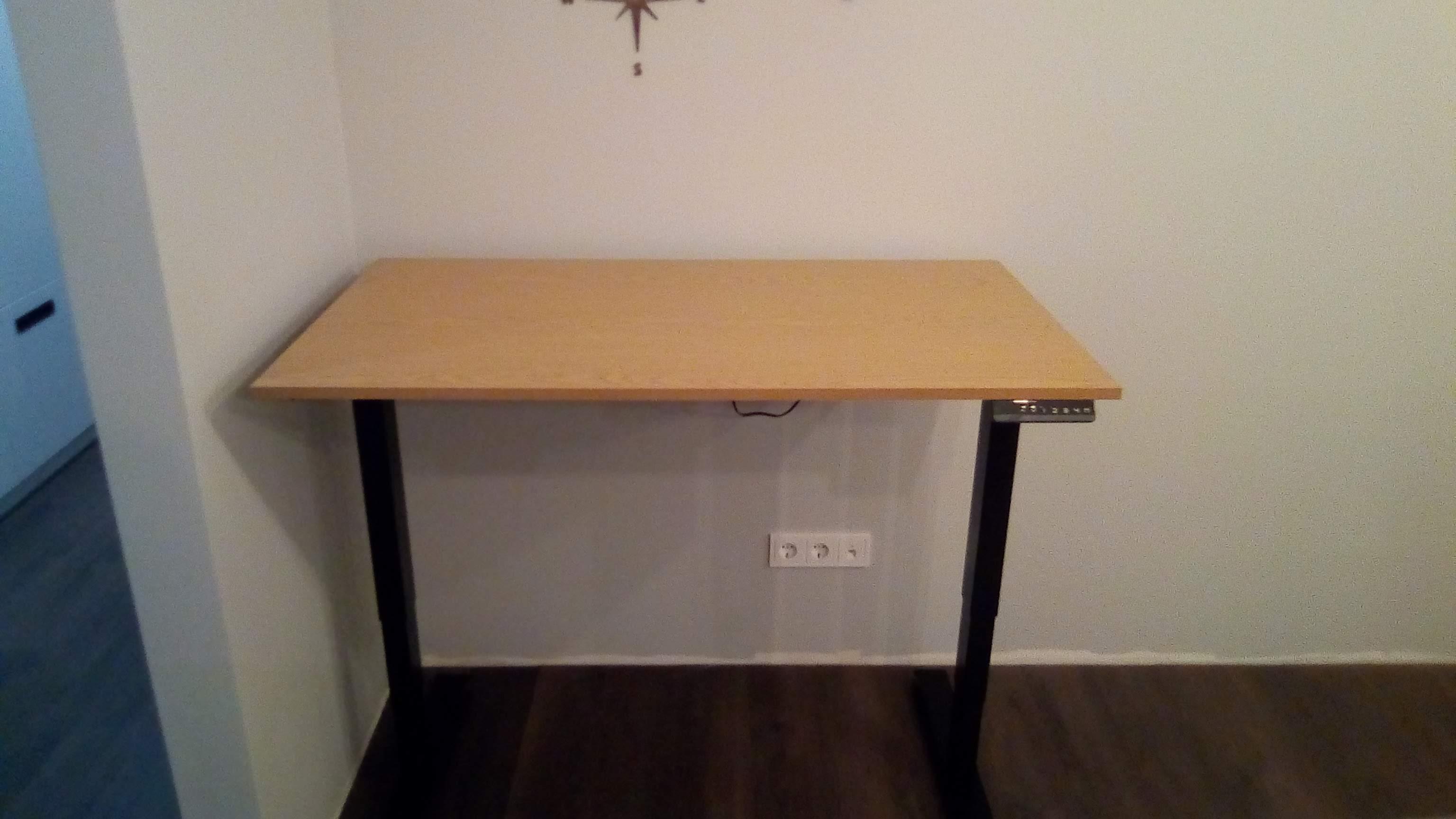 Фото Установка стола с электрическим приводом