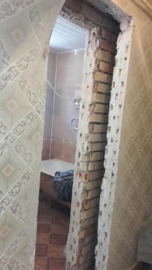 Фото Устройство дверного проема в кирпичной стене толщиной 40 см в частном доме.