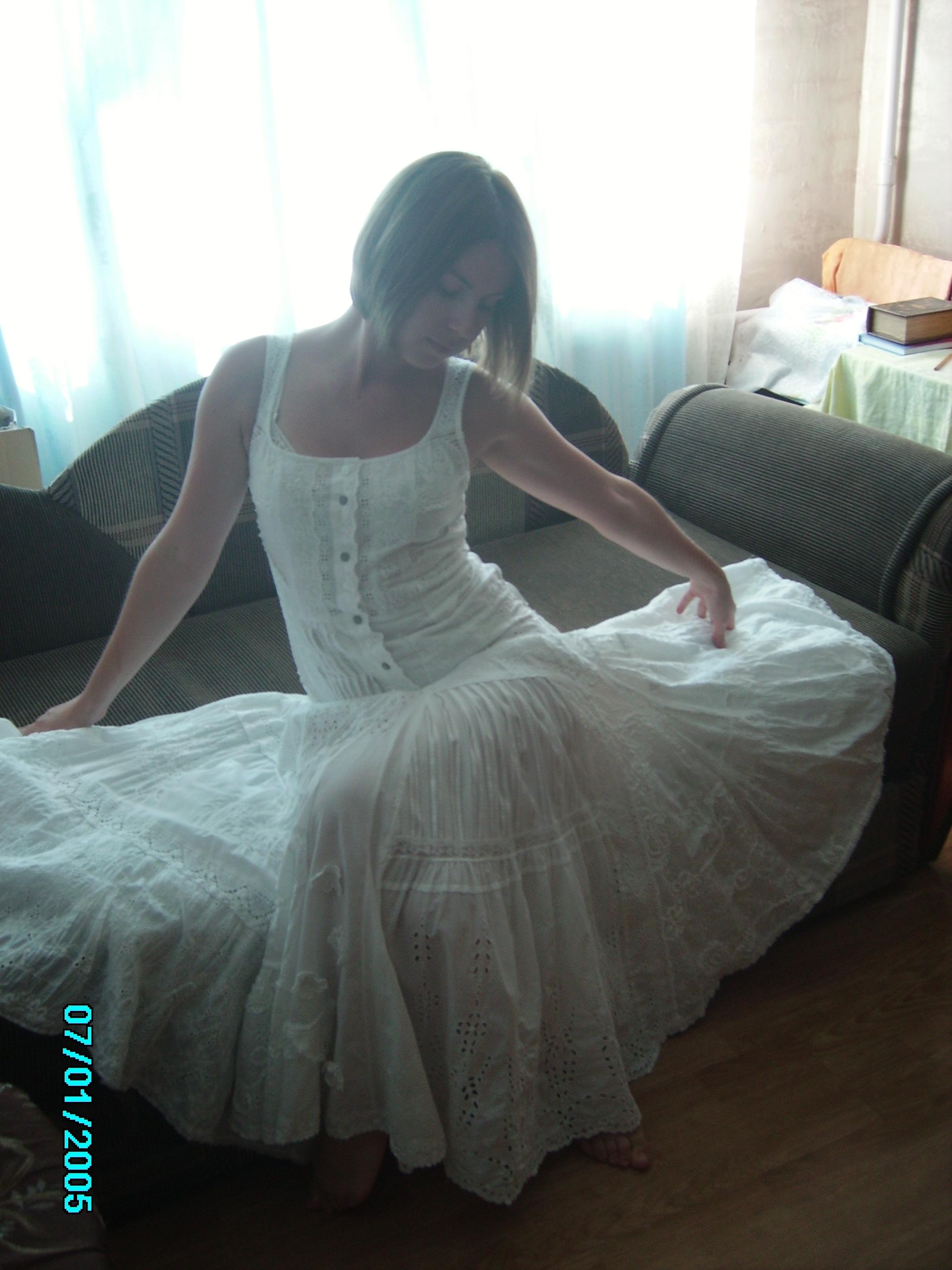 Фото Платье собранное из 30 видов шитья(вышивка по хлопку),размах по низу 6 метров.