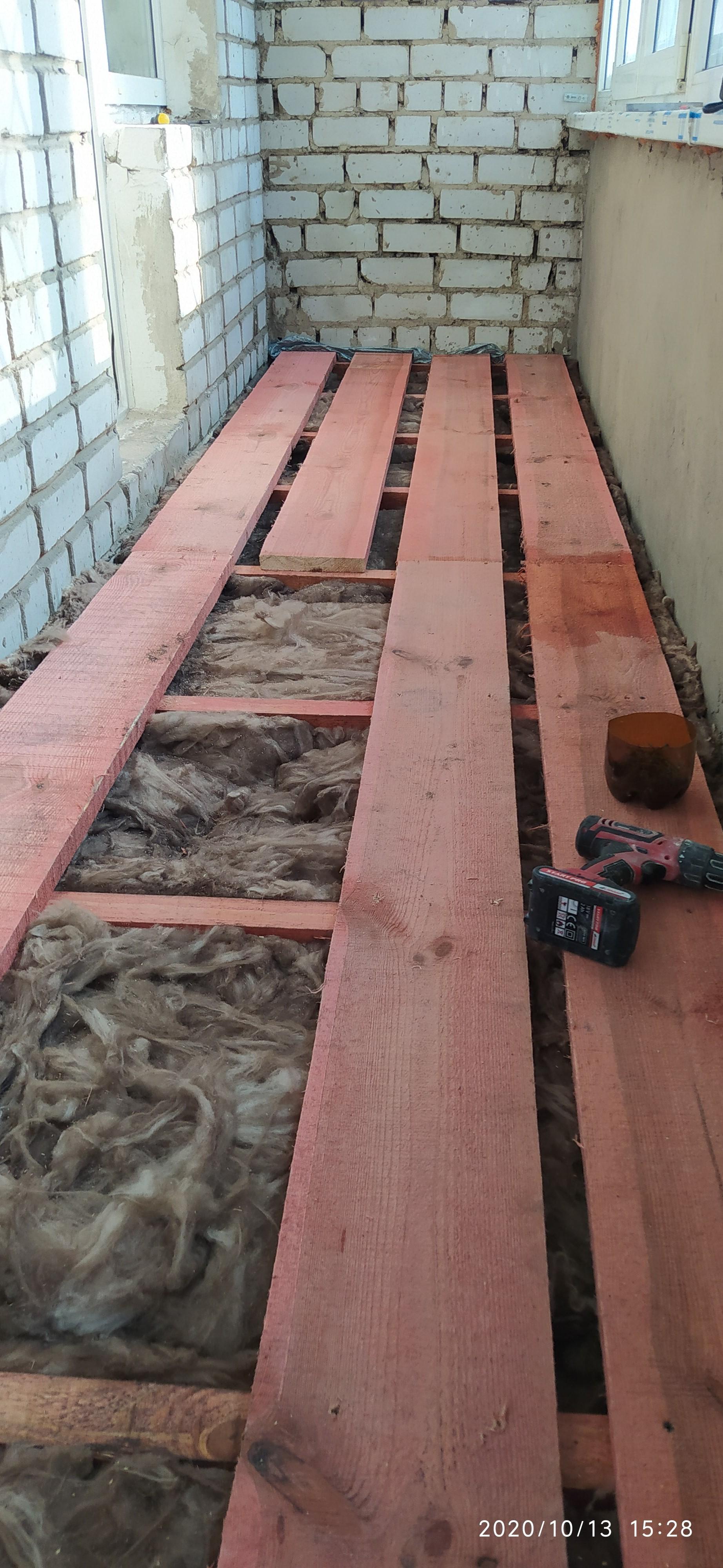 Фото Устройство деревянных лаг с утиплителем