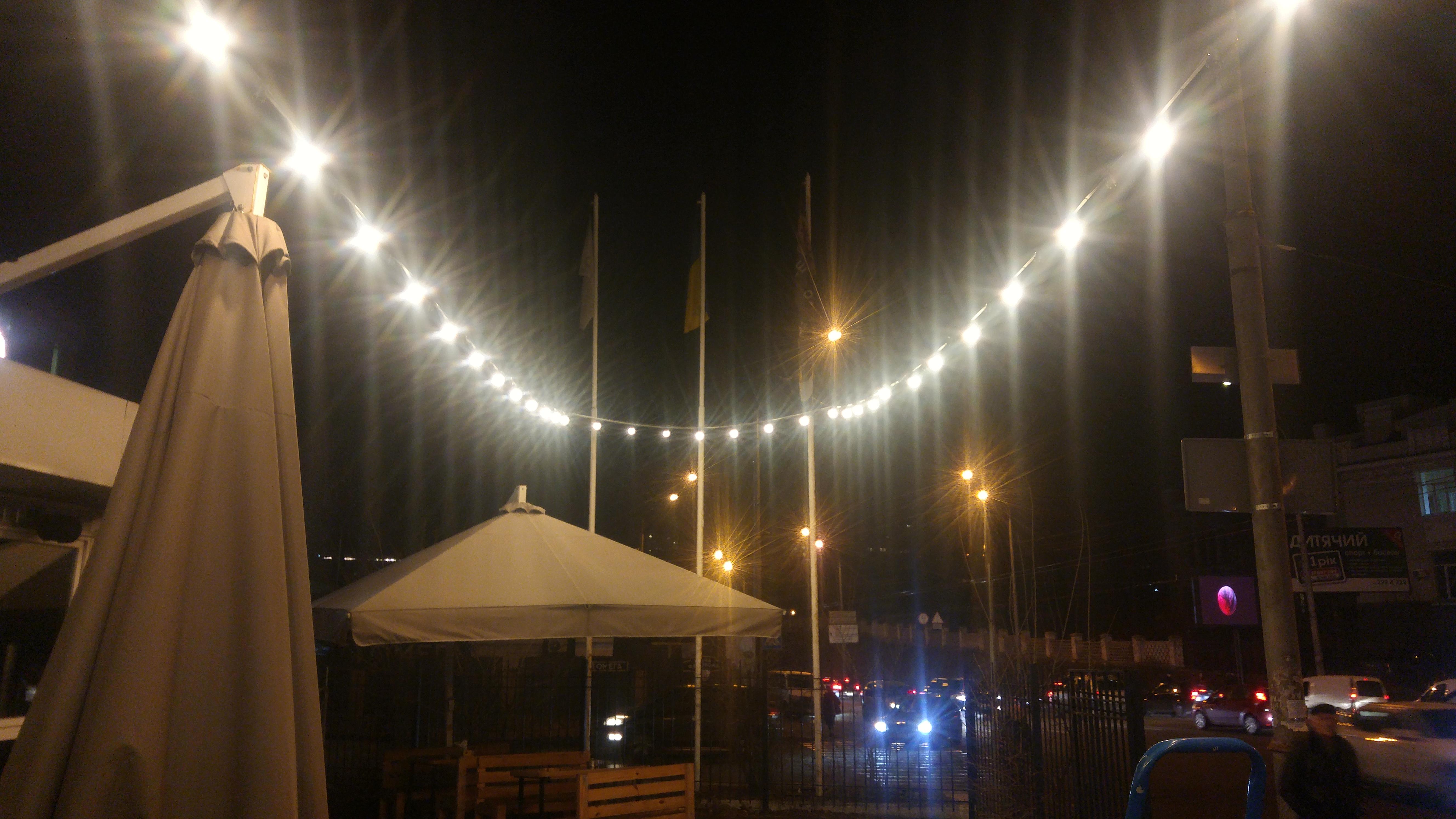 Фото Установка гирлянды, освещения на территории МАФ